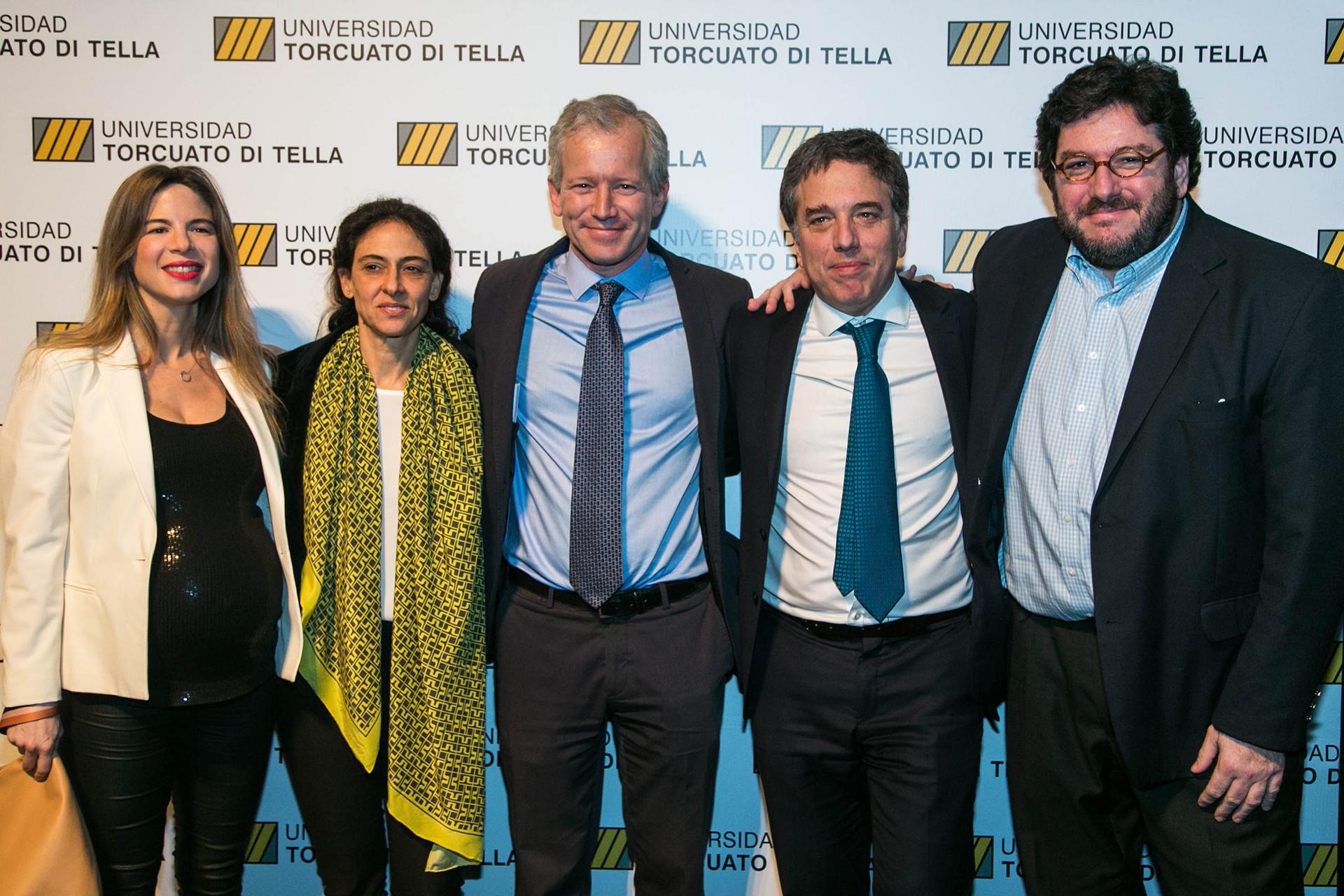 Schargrodsky, Nicolas Dujovne y su esposa,junto a Pablo Avelluto y su pareja Carolina Azzi