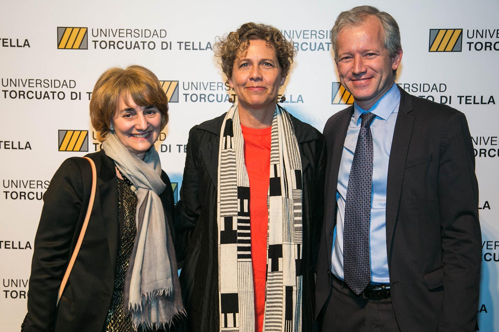 La presidente del Consejo de Dirección Graciela Cairoli, Paula Di Tella y el rector