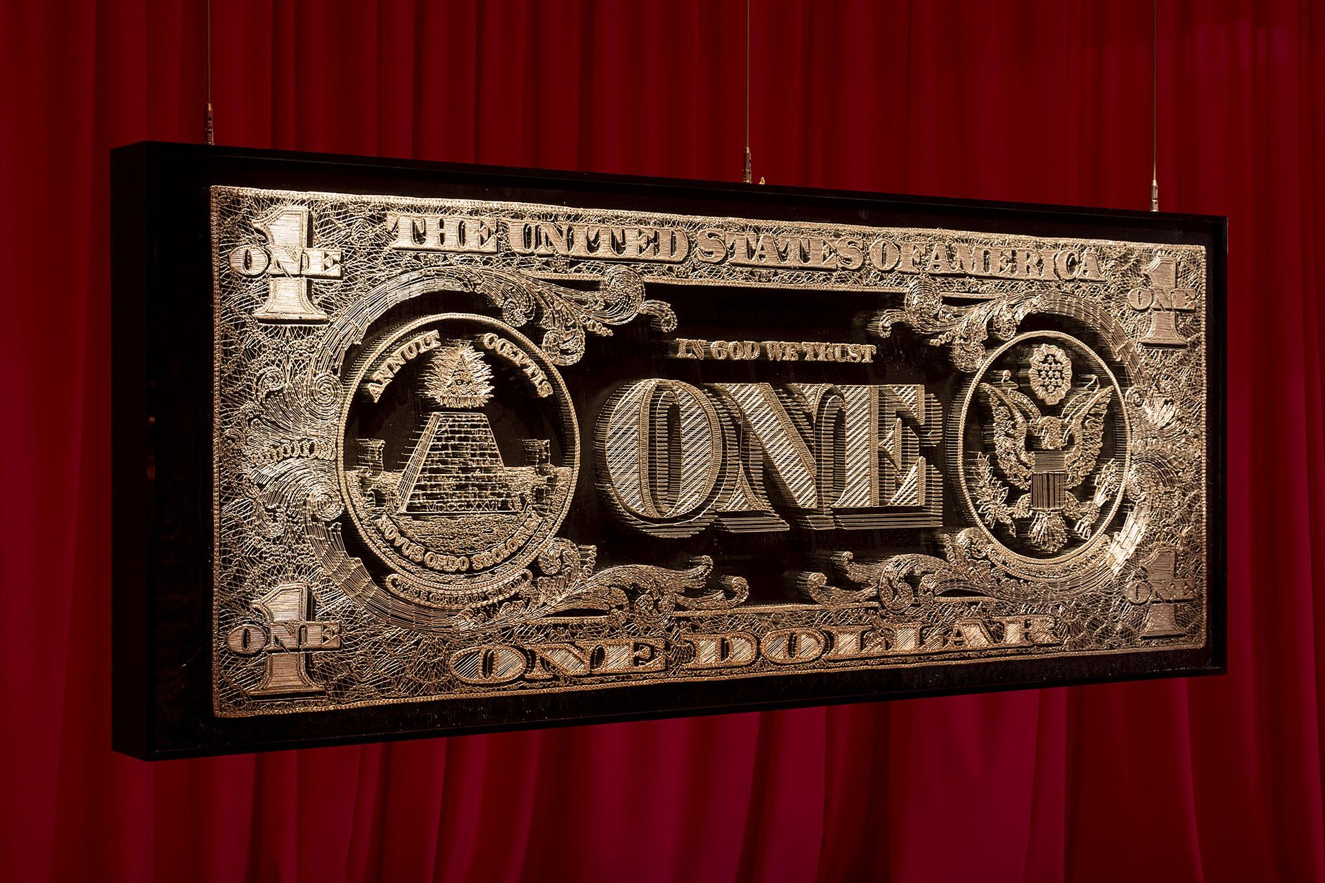 Mondongo. Muestra Tres. Barro. Dolar (Serie Merca) 2005. Clavos, hilo plateado y resina sobre madera. 100 x 232 x 28 (frente)