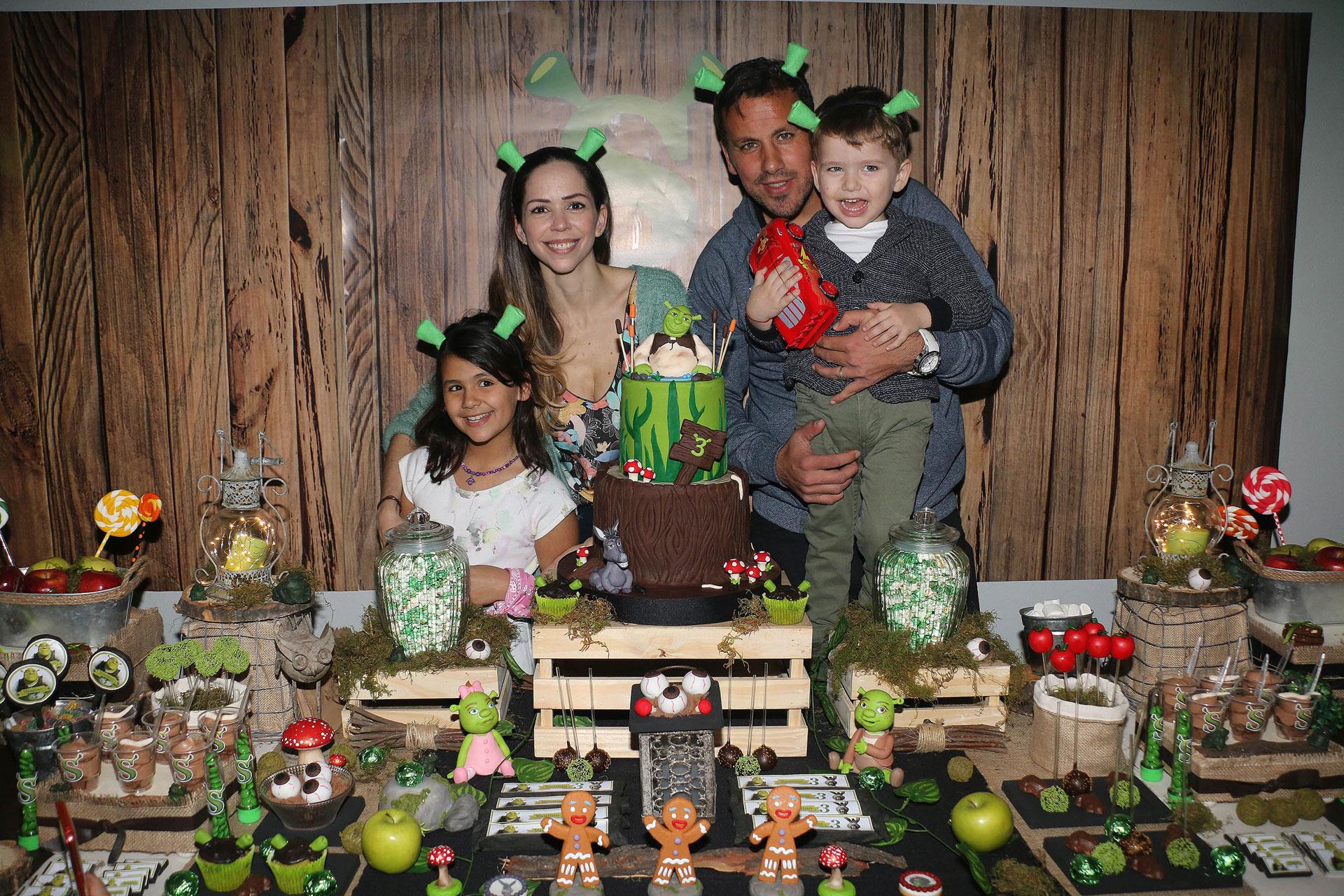 El Ogro Fabbiani le festejó el cumple a su hijo Santino (3), fruto de su relación con Gimena Vascón. Participó Uma, la hija que el ex futbolista tuvo con Amalia Granata (Verónica Guerman / Teleshow)