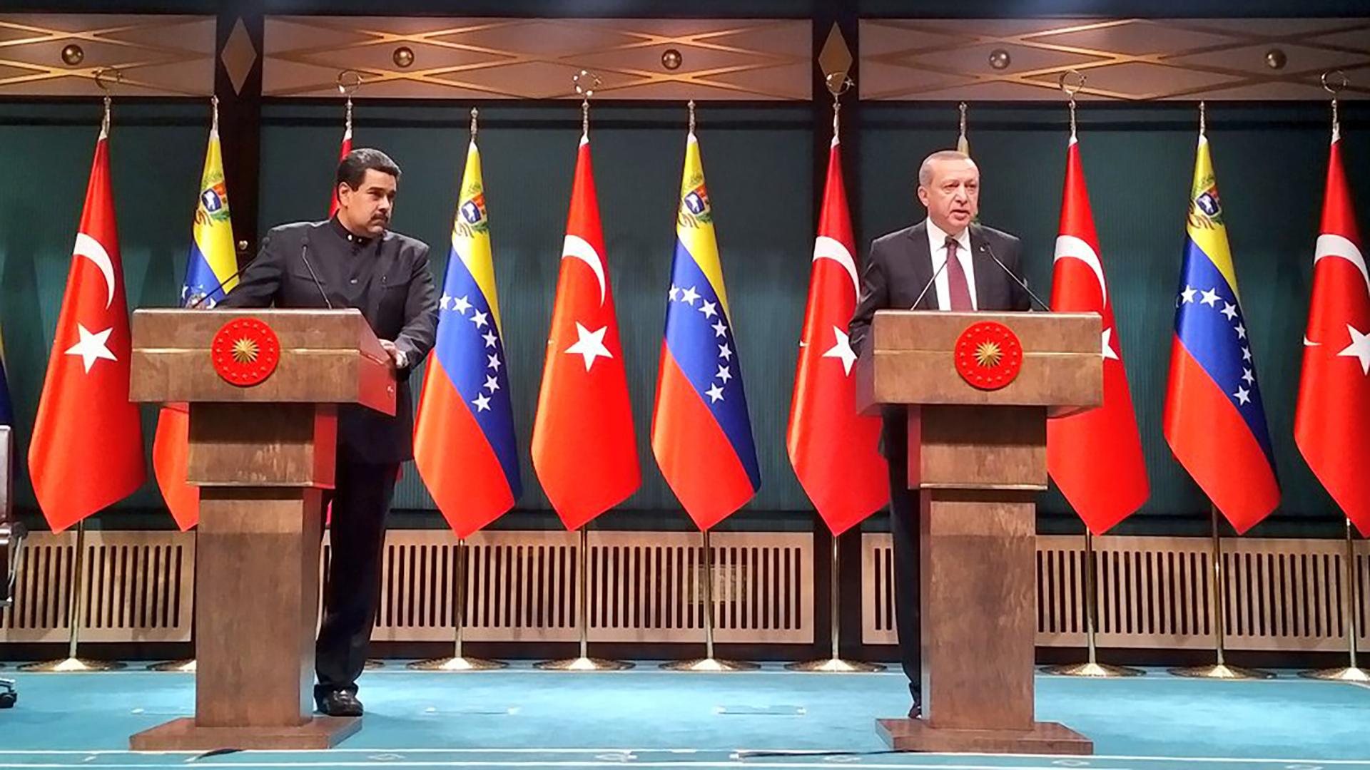 Nicolás Maduro junto a Recep Erdogan(@jaarreaza)