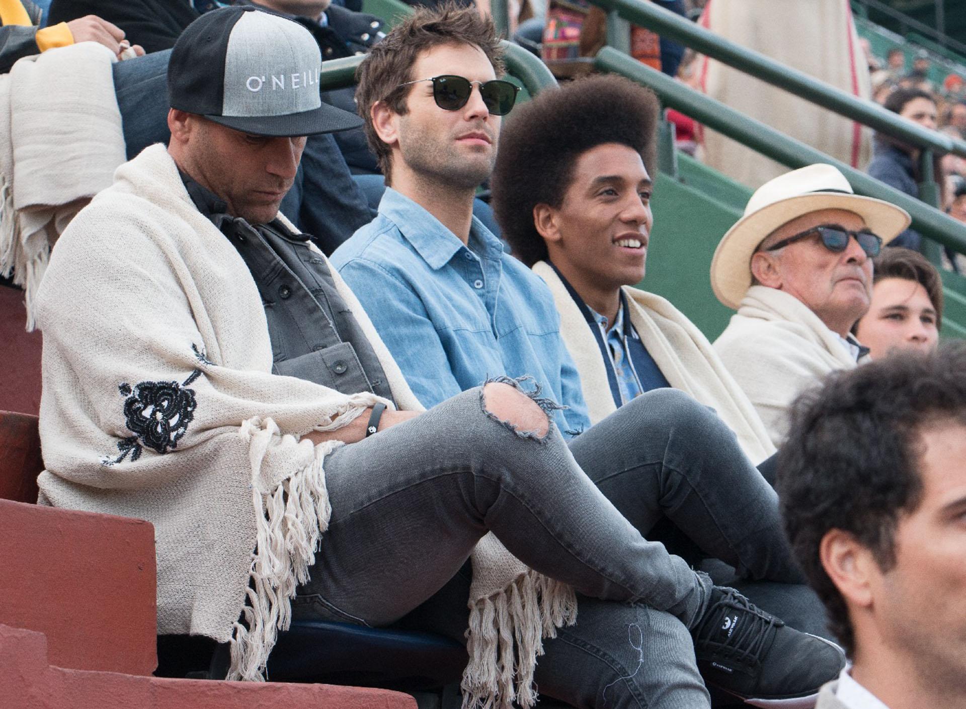 Nico Furtado junto a sus amigos