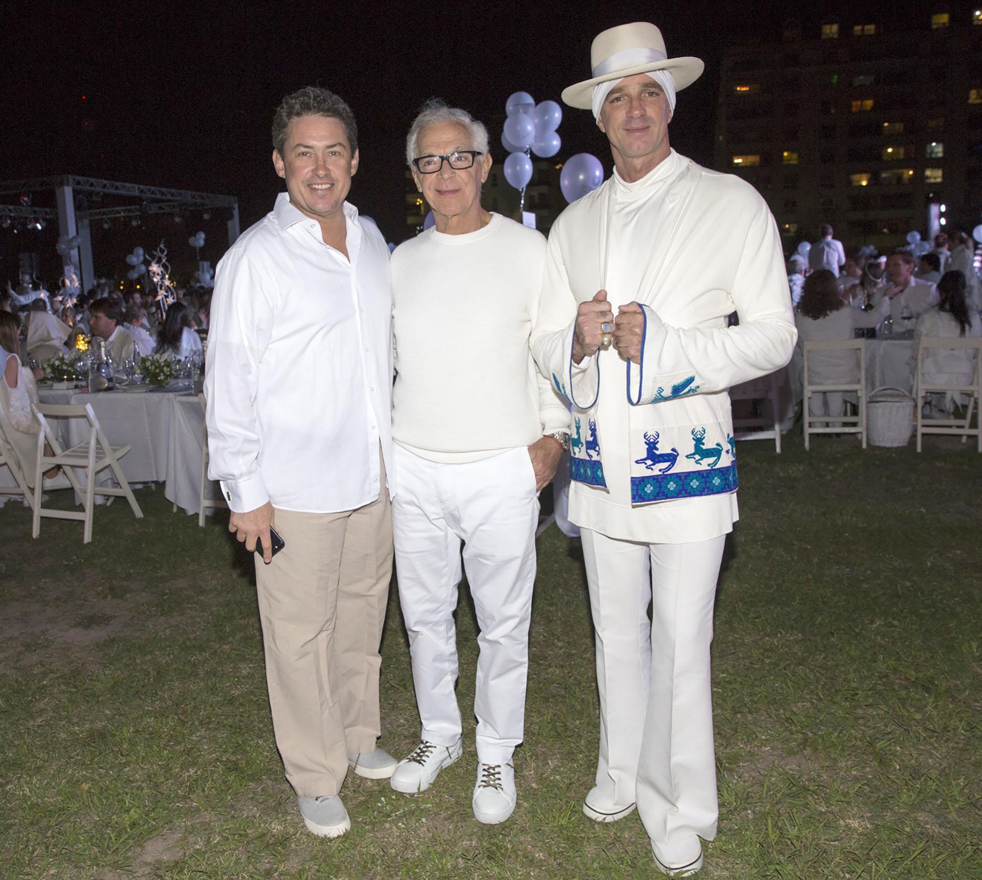 El ex embajador de los Estados Unidos en la Argentina, Noah Mamet, junto a Eduardo Costantini y Alan Faena estuvieron entre los más de mil entusiastas, que celebraron en Puerto Maderoelpicnic'très chic' más solicitado del momento