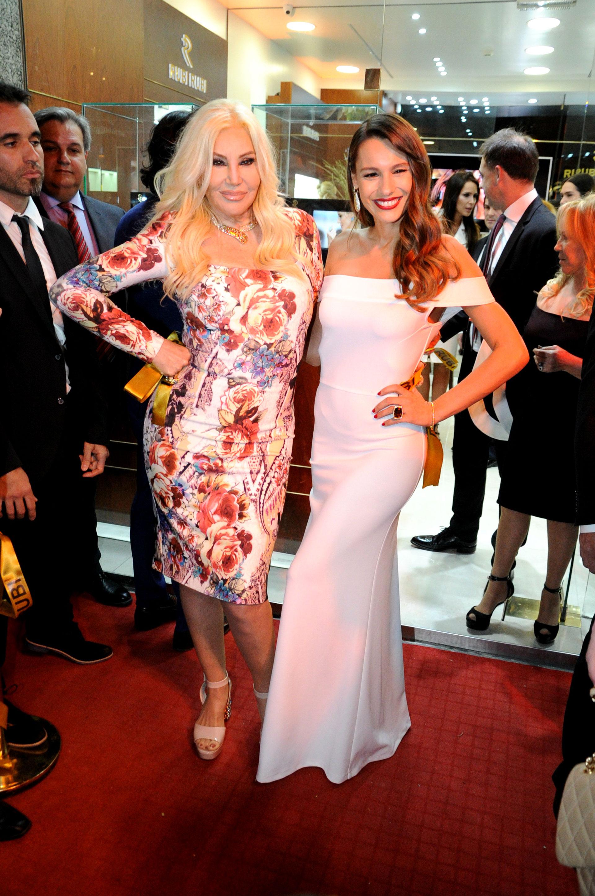 Susana Giménez y Pampita Ardohain lucieron muy elegantes y sensuales en la presentación de una nueva joyería en la Avenida Alvear (Teleshow)