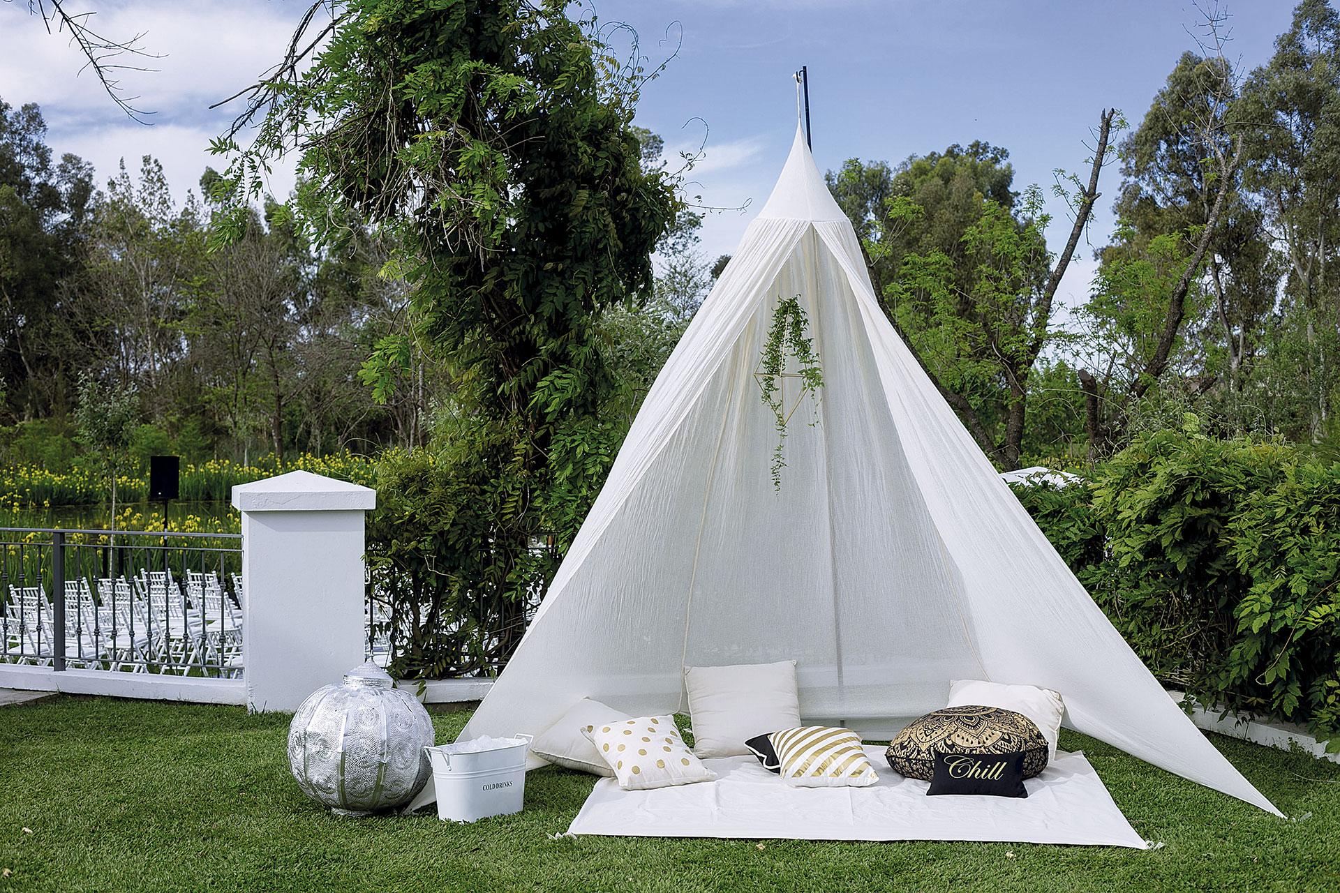 La ambientación estuvo a cargo de Sol y Angeles Rodríguez Oneto. Hubo livings, almohadones y carpas al aire libre: súper relajado.