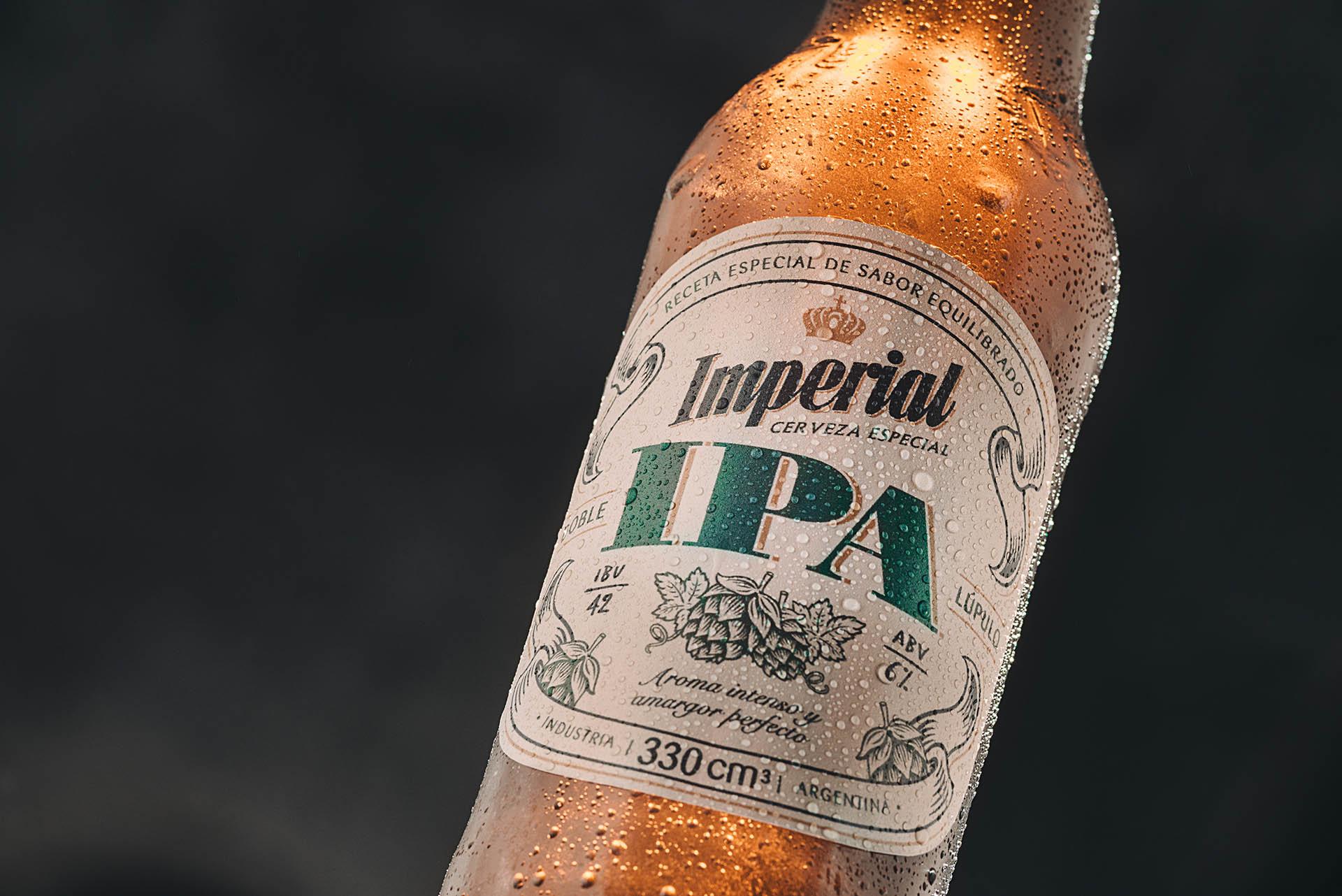 La India Pale Ale es un estilo de cerveza proveniente de Inglaterra con gran carácter, con mayor graduación alcohólica y mayor amargor que las cervezas rubias tradicionales.