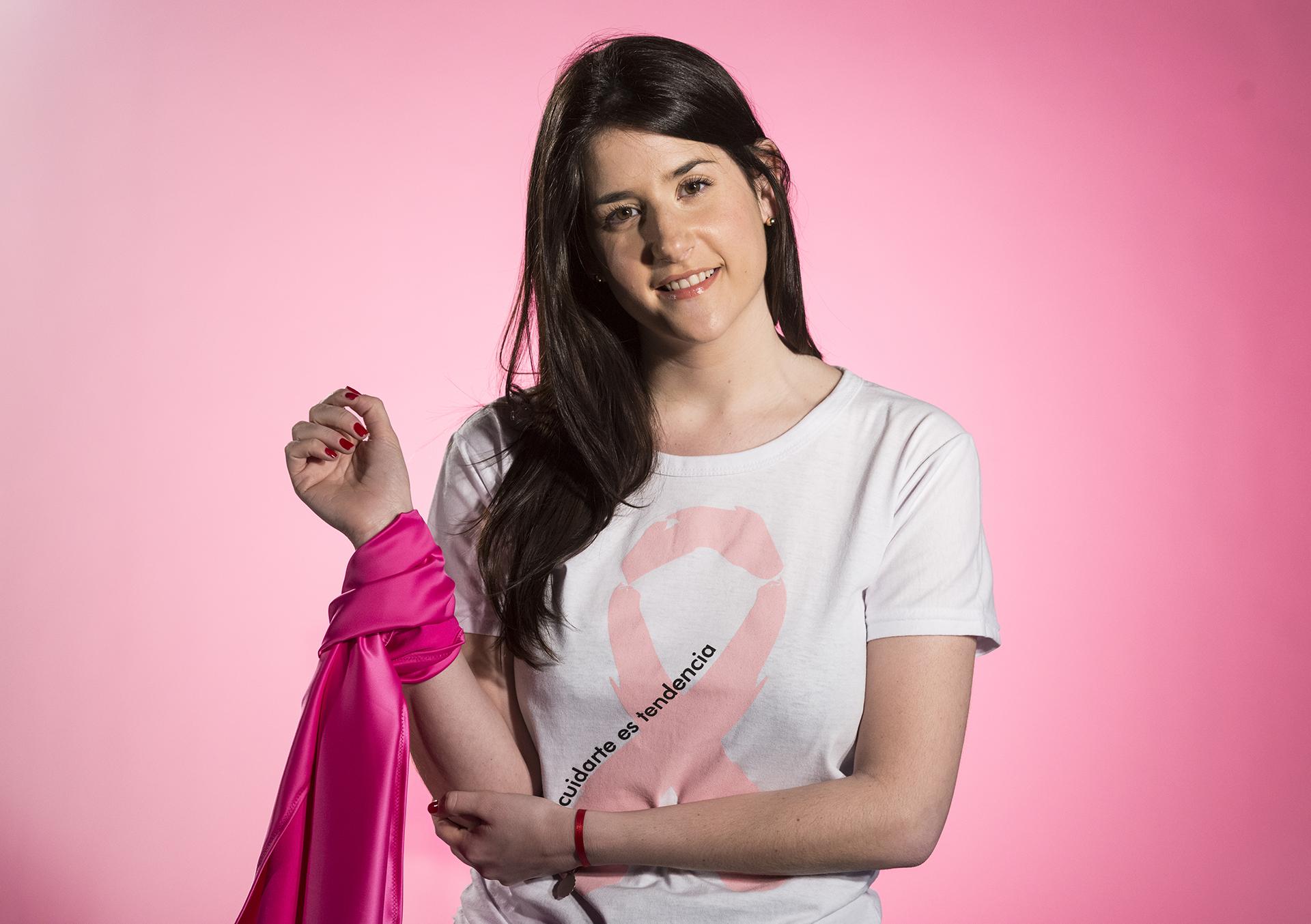 """Victoria Becci -diseñadora e influencer fashionista- le tiene """"respeto"""" al cáncer de mama. Su madre lo atravesó, y hoy buscar dar visibilidad con su participación"""