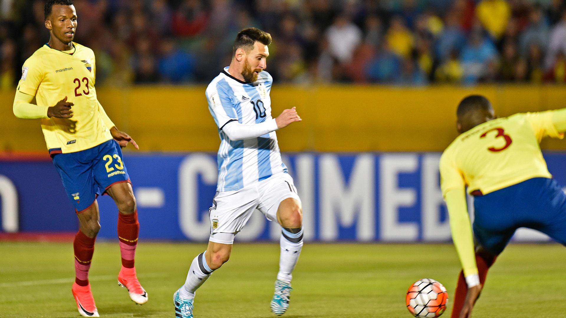 Con tres goles, el mejor jugador del mundo le dio la victoria al equipo de Sampaoli, que se clasificó a la Copa del Mundo