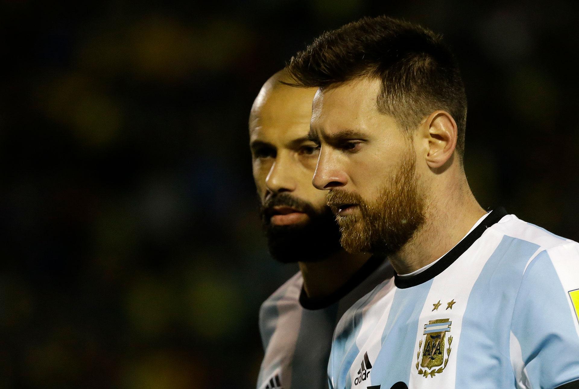 Mascherano comenzó con el pie izquierdo porque fue uno de los protagonistas en el error defensivo que le permitió a Romero Ibarra abrir el marcador
