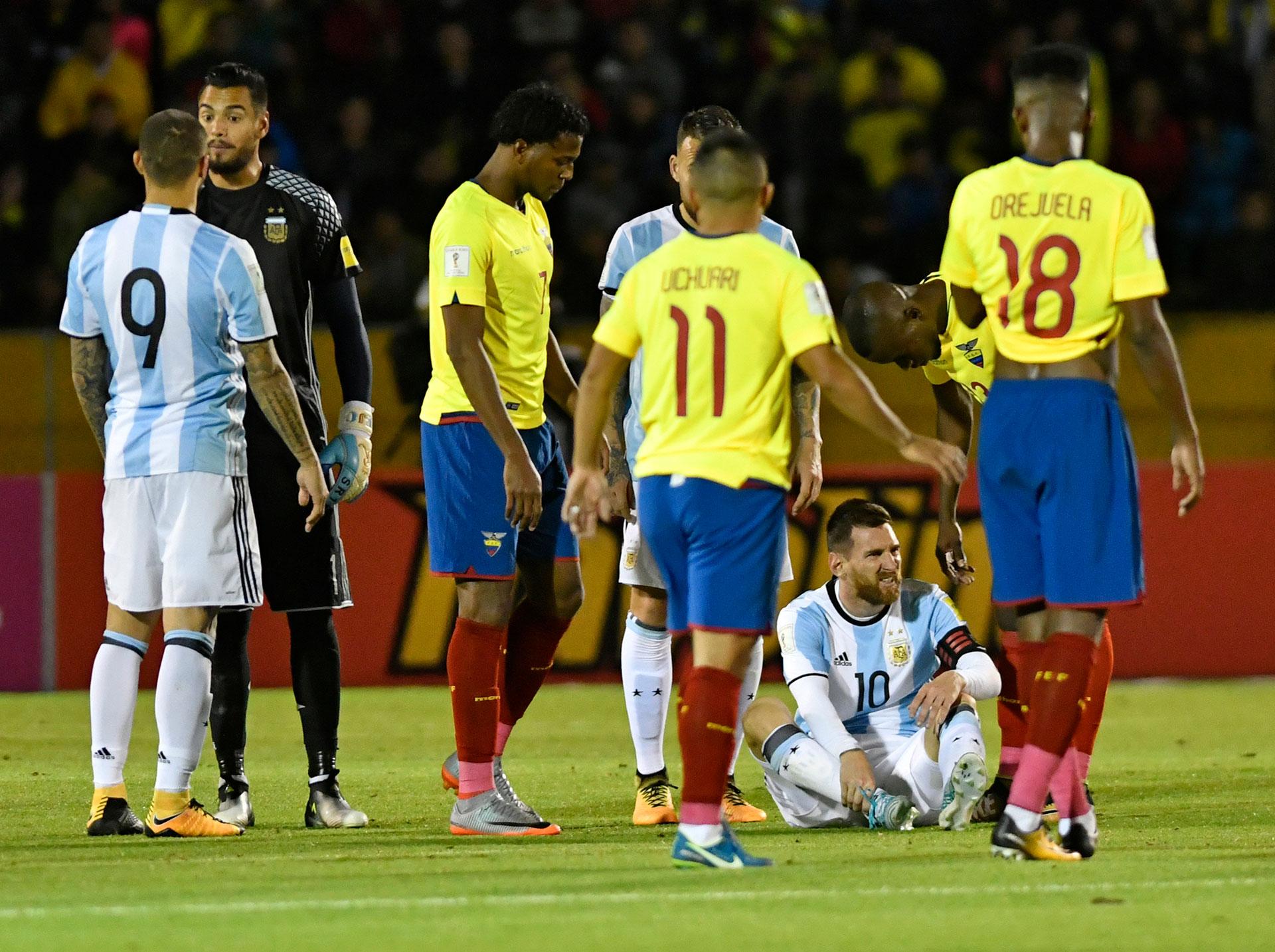 En las instancias finales Messi sufrio la dureza del juego físico ecuatoriano