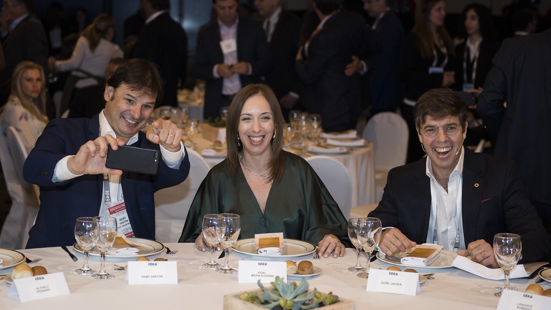El presidente del 53 Coloquio de Idea Gastón Remy, la Gobernadora de la Pcia. de Bs. As. María Eugenia Vidal y el presidente de Idea Javier Goñi en la inauguración del 53 Coloquio de Idea