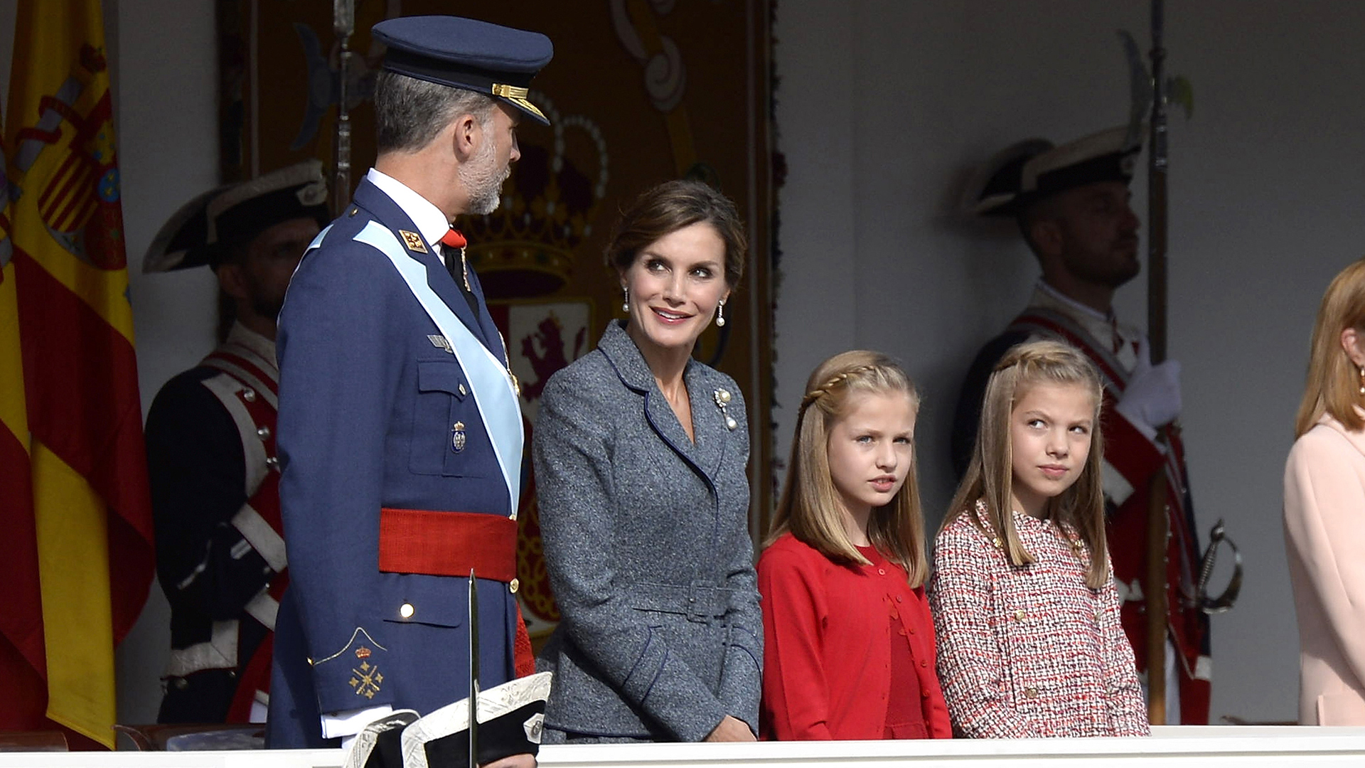 Los monarcas junto a las princesas Sofía y Leonor