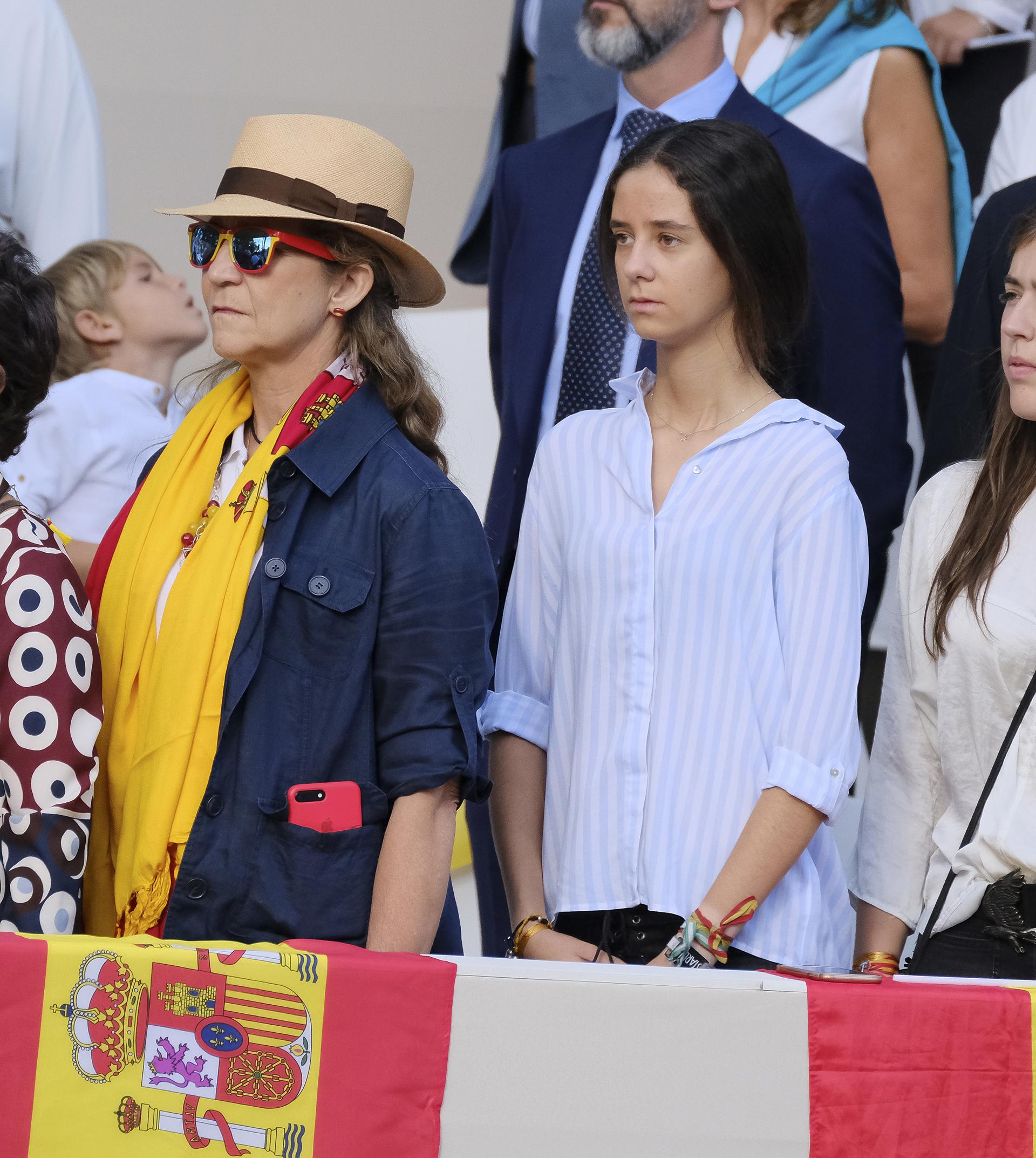 La hermana y la sobrina del rey Felipe disfrutaron del festejo en las gradas pero alejadas del palco real