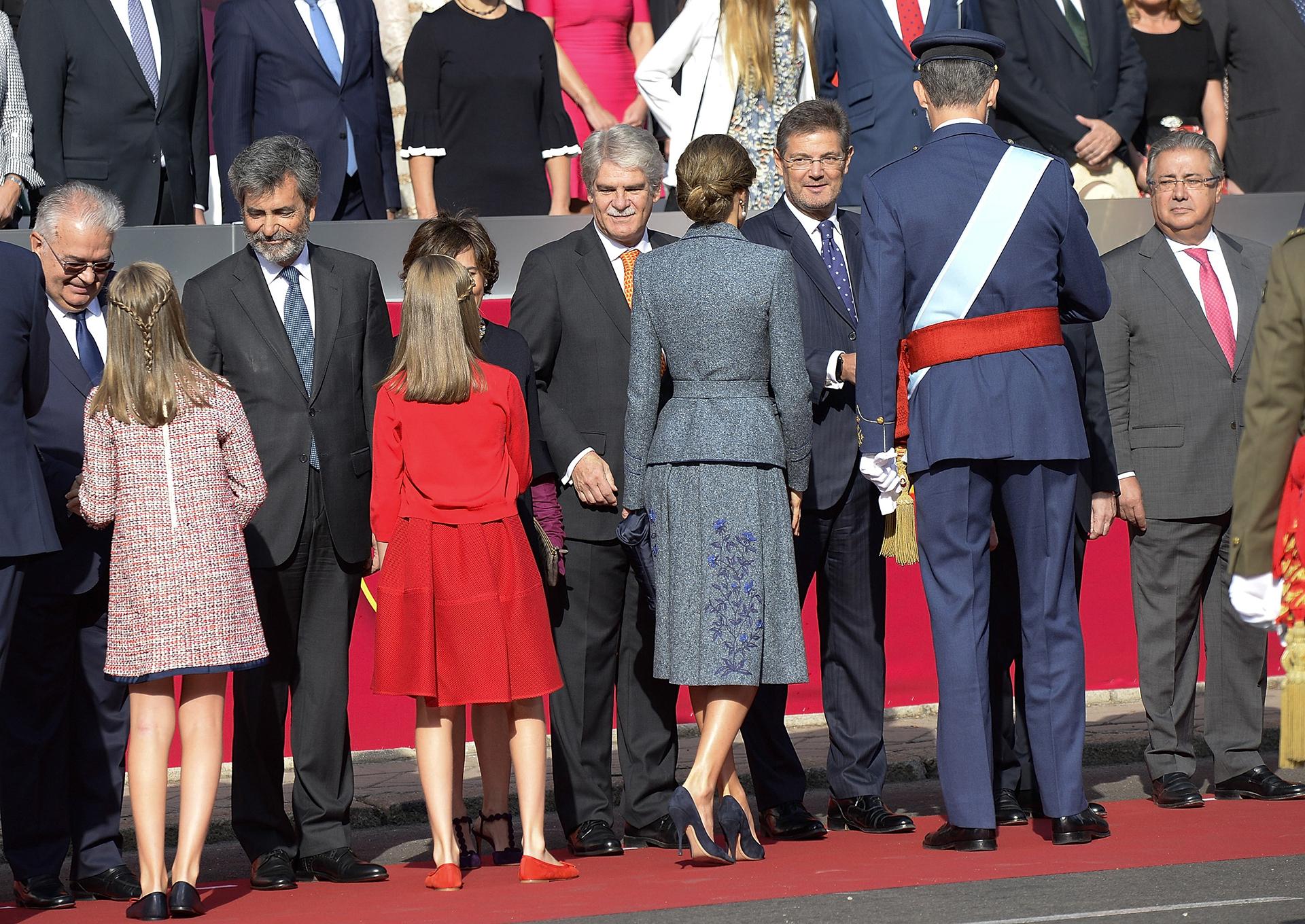 El saludo protocolar de la familia real con las autoridades españolas