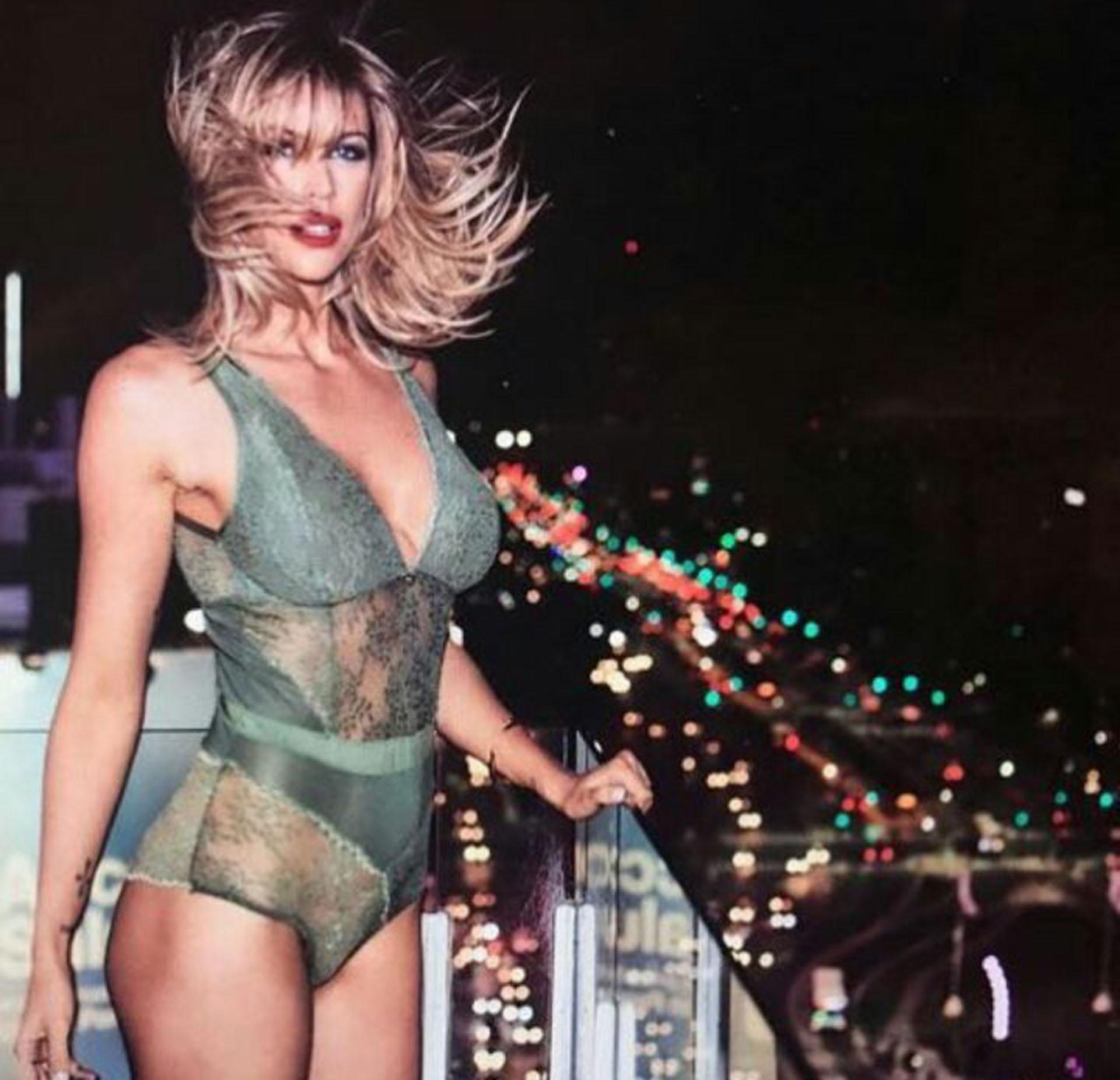 Juliana Giambroni realizó una producción muy sensual para una marca de ropa interior