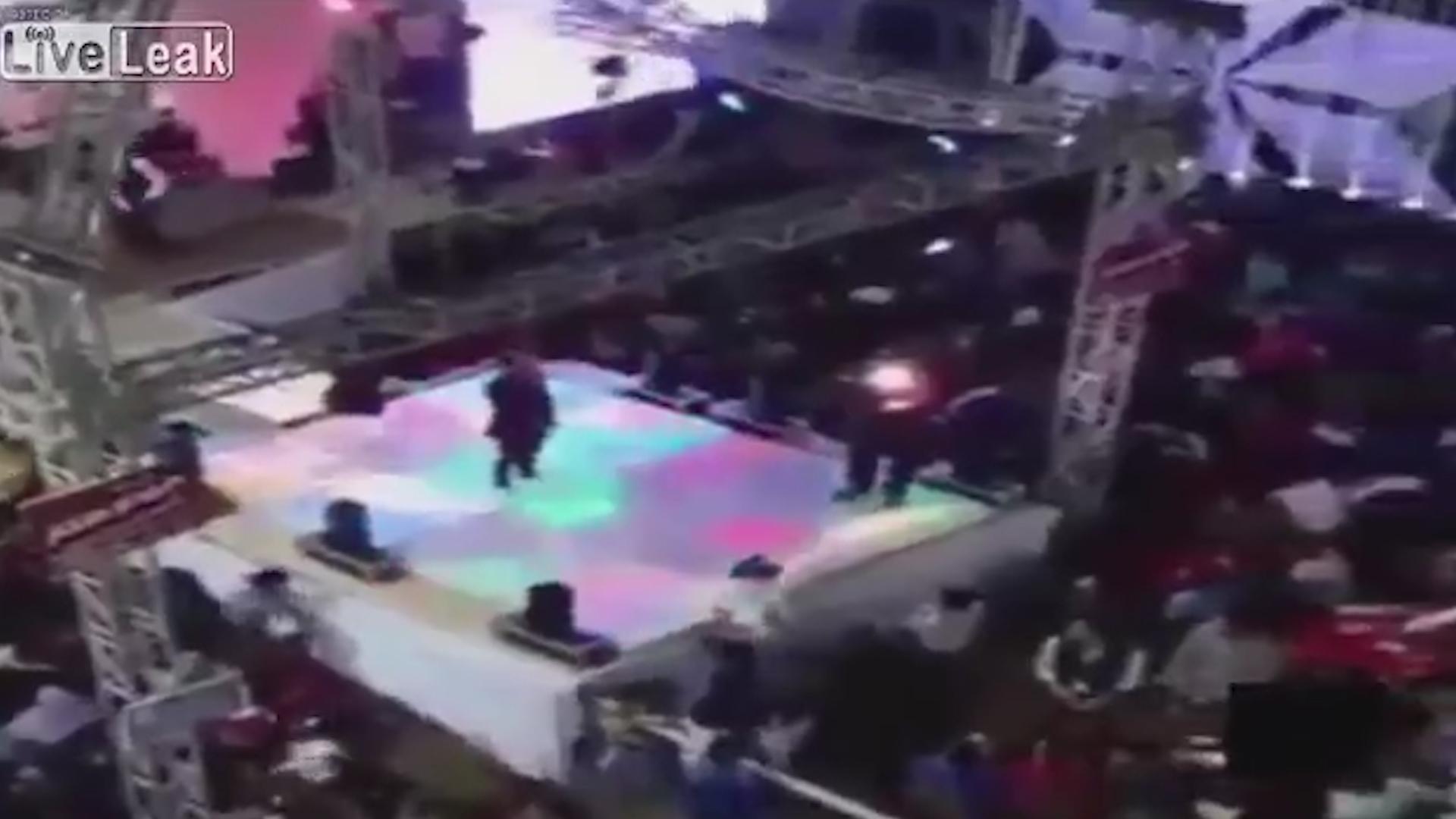 """Imagen de un casamiento en Egipto en el que un joven murió producto de un """"disparo de celebración"""""""