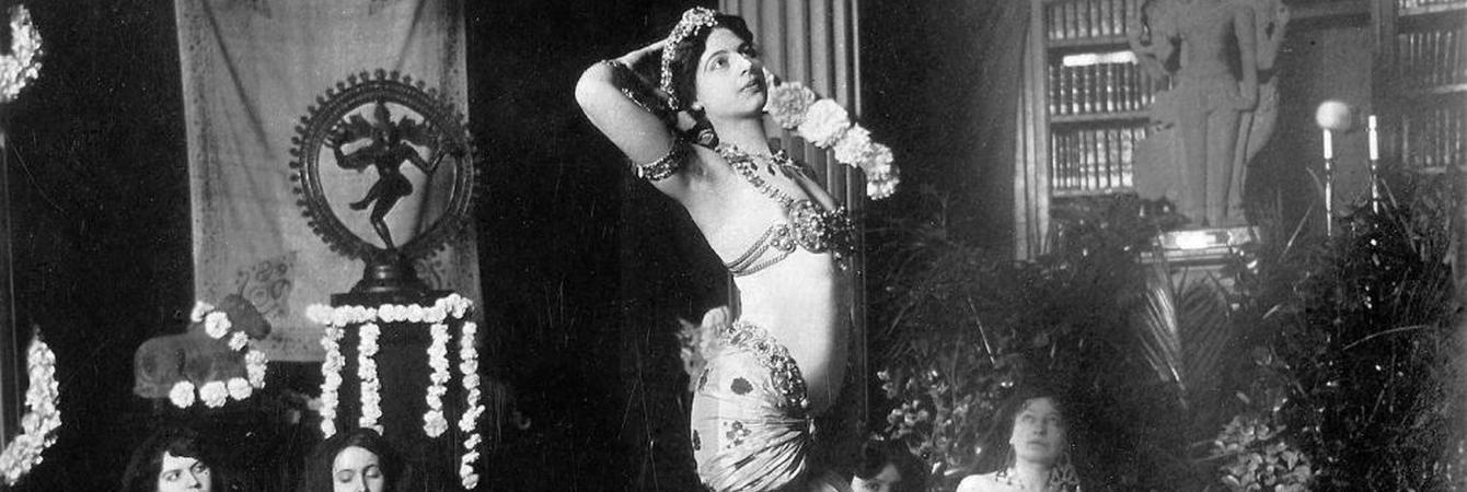 Mata Hari en una de sus performances