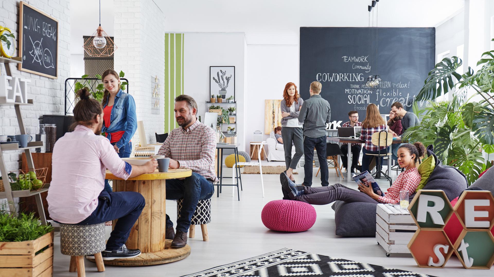 Con muebles y decoración moderna, y espacios luminosos, suelen ser lugares donde da gusto trabajar