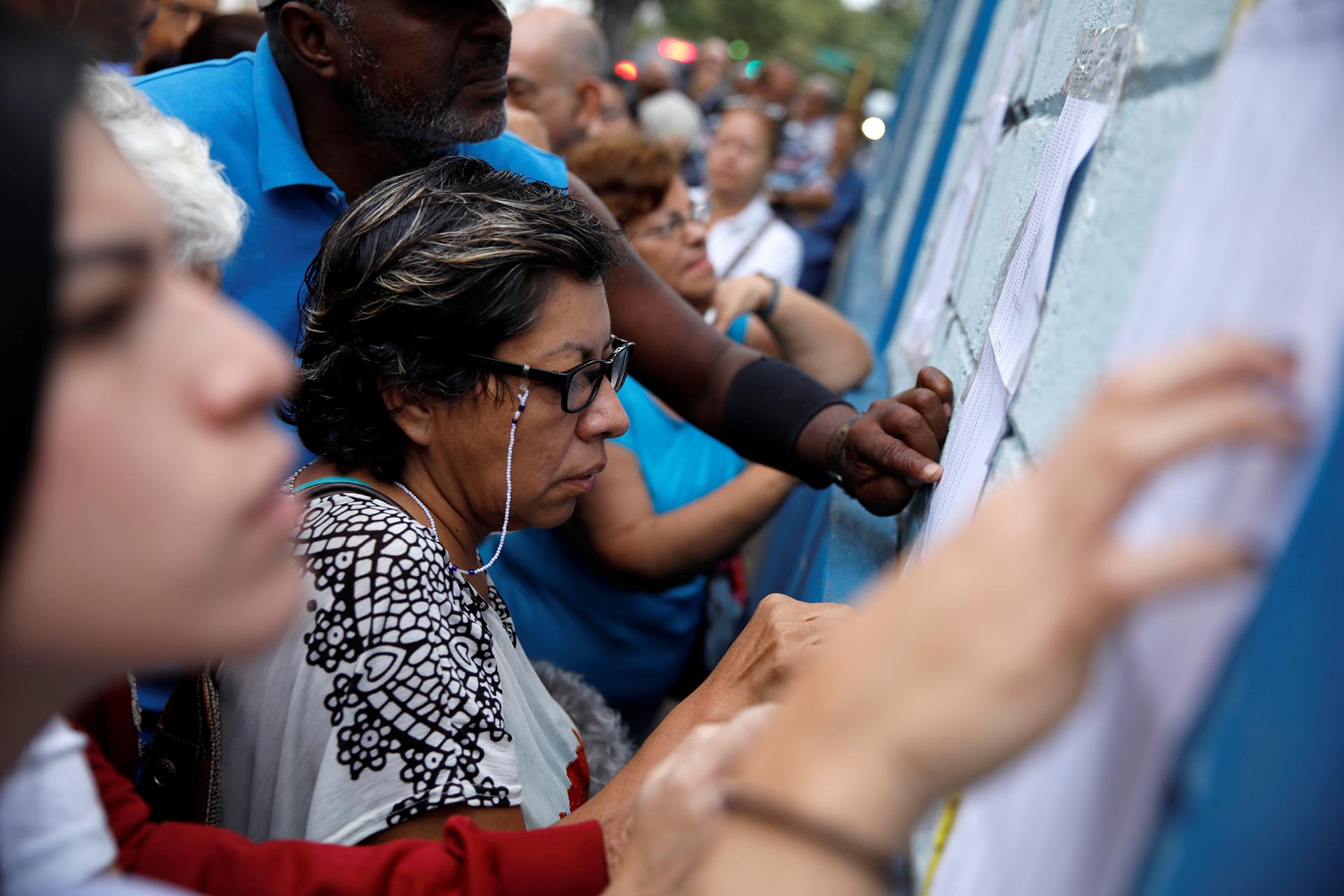 De los 18.094.065 venezolanos habilitados para sufragar, cerca de 600.000 se vieron afectados por los cambios en la ubicación de centros en 17 de los 23 estados del país informados esta semana por el CNE, principalmente en la región andina de Mérida (oeste) y en el estado Miranda (norte)
