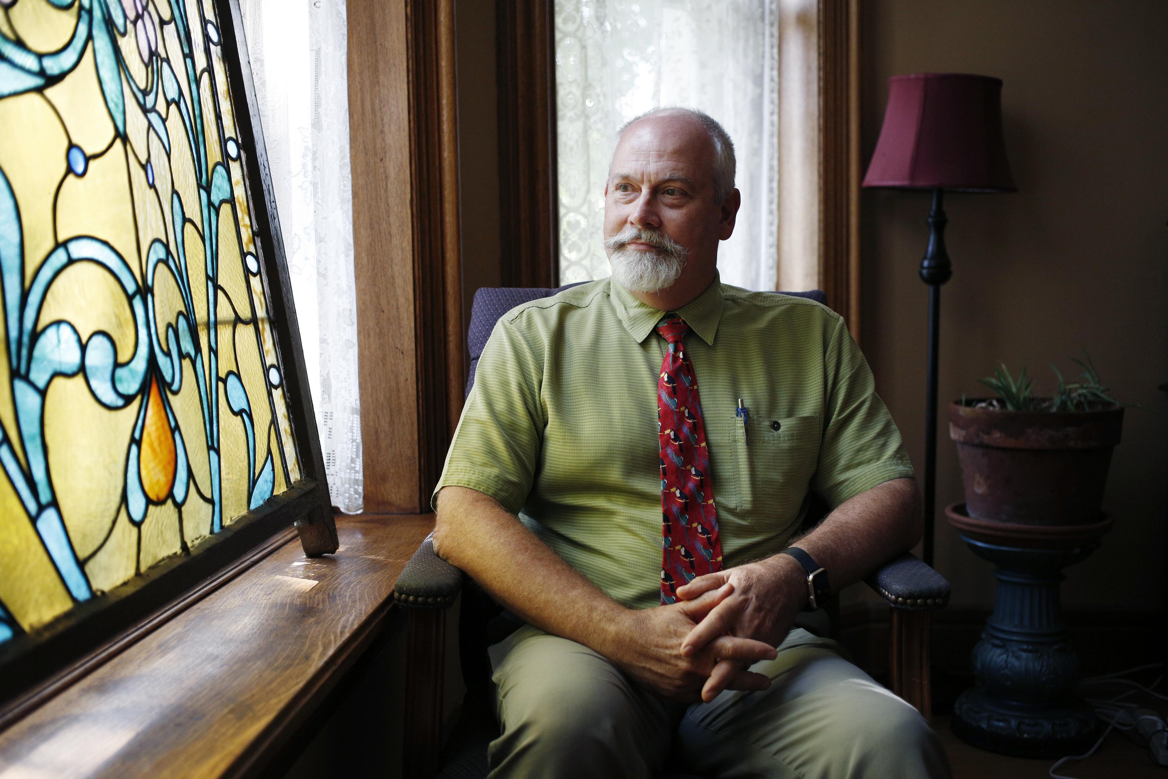 El psiquiatra Dan Nelson en la clínica donde trata la adicción de sus pacientes en Cincinnati (Luke Sharrett /The Washington Post)