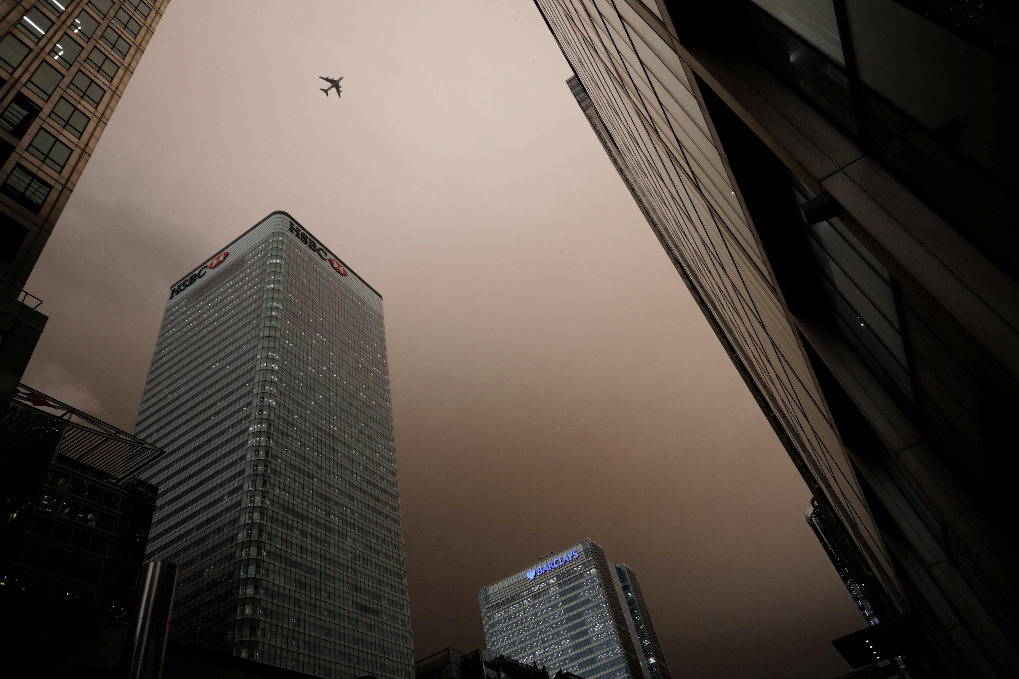 El cielo en el distrito financiero de Londres (Reuters/Kevin Coombs)
