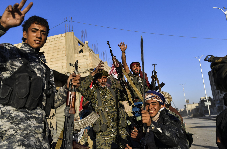 17/10 Las Fuerzas Democrátcias de Siria celebran la liberación de Raqqa, la capital del califato del Estado Islámico en Siria.