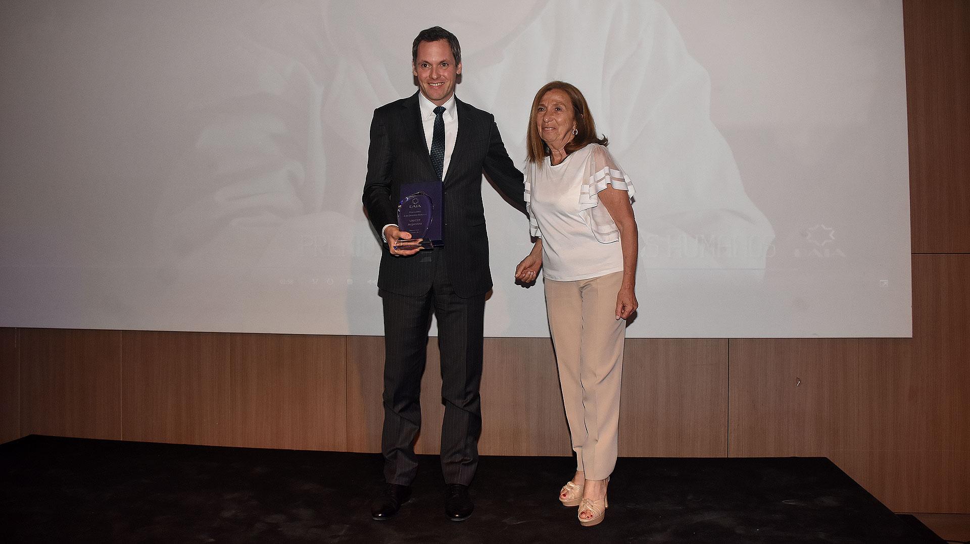 El Premio DAIA a los Derechos Humanos fue recibido por UNICEF Argentina, que trabaja para promover la protección de los derechos de los niños y adolescentes, ayudar a satisfacer sus necesidades más importantes y aumentar las oportunidades que se les ofrecen, a fin de que alcancen el pleno desarrollo de sus capacidades