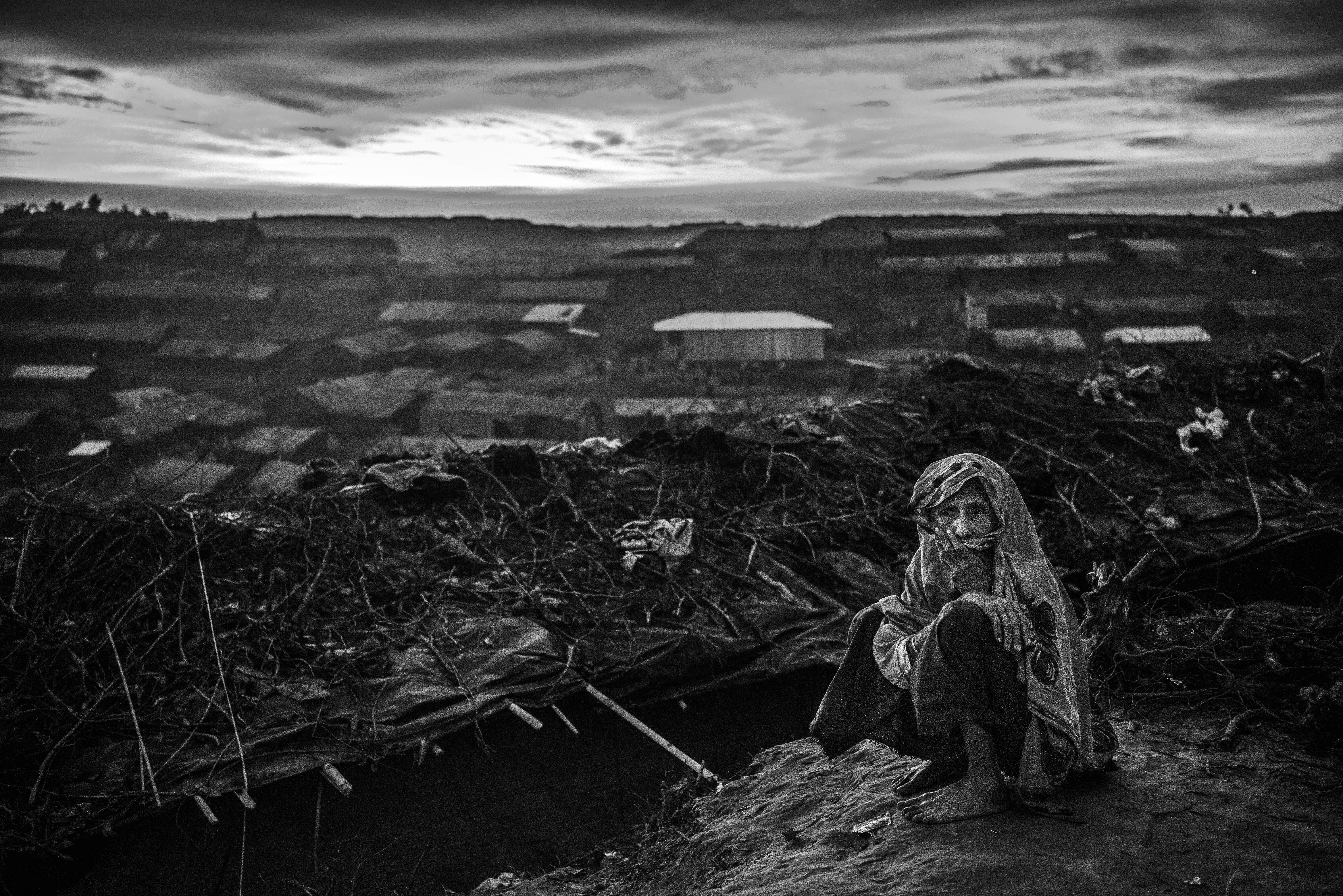 Una mujer anciana en el campo de refugiados de Balukali, en Cox's Bazar, Bangladesh (Kevin Frayer/Getty Images)