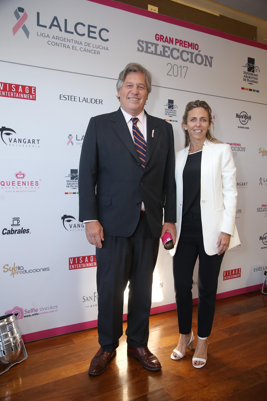 Antonio Bullrich, presidente de la Comisión de Carreras del Hipódromo Argentino de Palermo, y Mariana Bagó