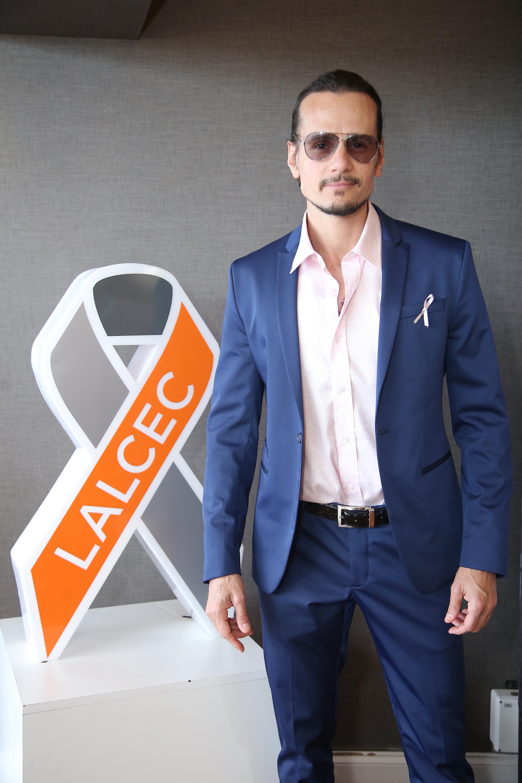 En el mes de sensibilización sobre el cáncer de mama, la Liga Argentina de Lucha Contra El Cáncer (LALCEC) y el Hipódromo Argentino de Palermo se aliaron para teñir el corazón de la ciudad con distintivos lazos rosas, y así concientizar sobre la importancia de la prevención y detección temprana