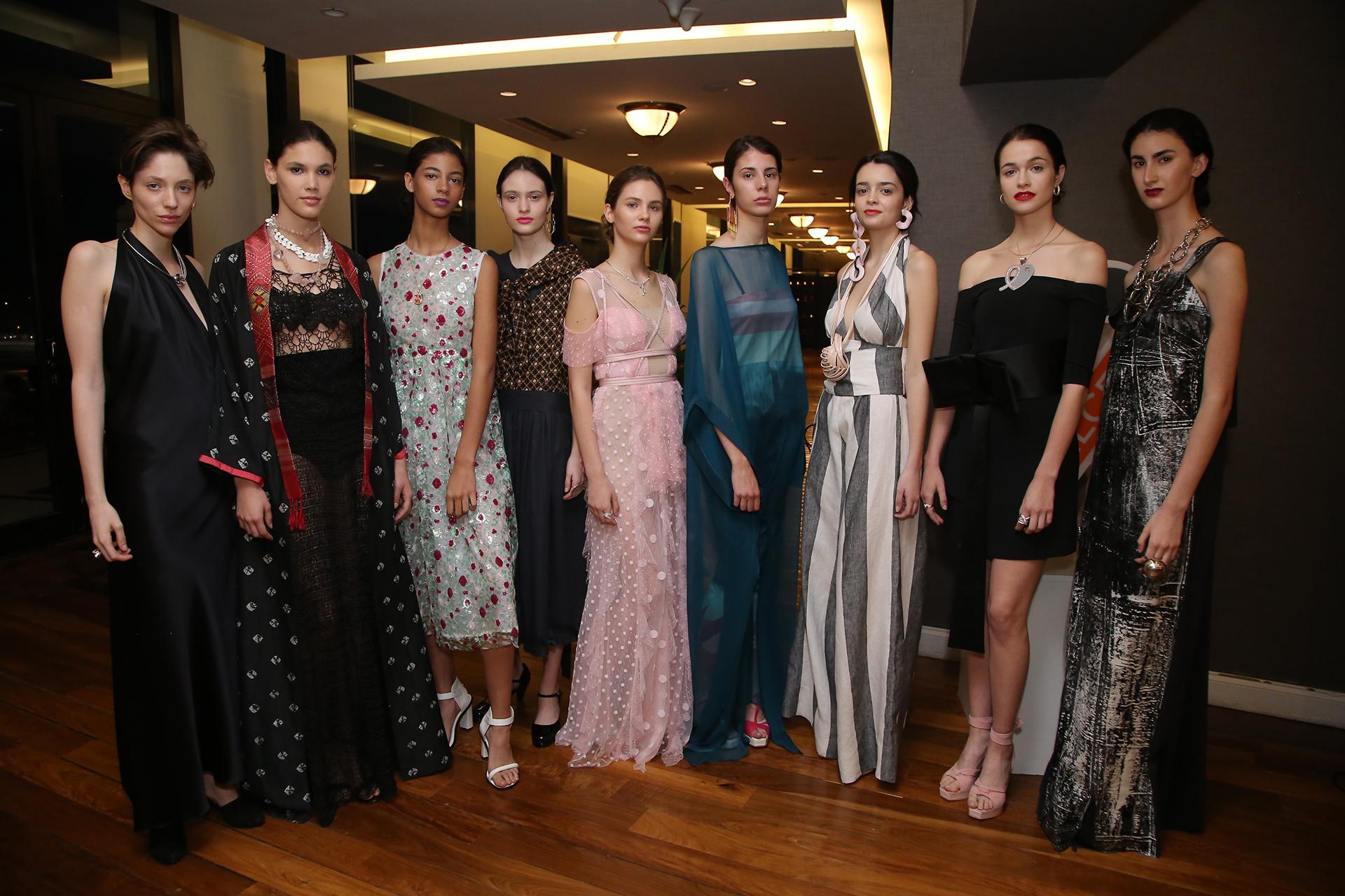 Durante la tarde, se presentaron las últimas tendencias de moda frente a un auditorio repleto de personalidades destacadas y del público, que no quiso perderse una nueva edición del desfile de LALCEC