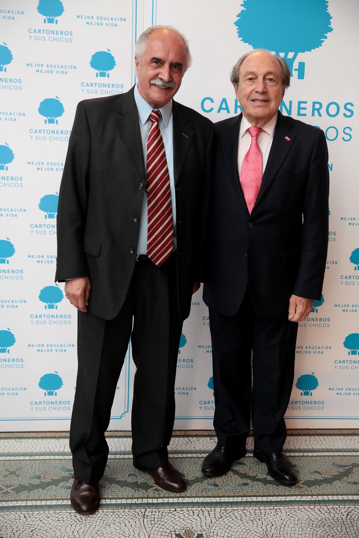 El empresario Carlos Spadone (derecha) uno de los benefactores más activos para Cartoneros y sus Chicos