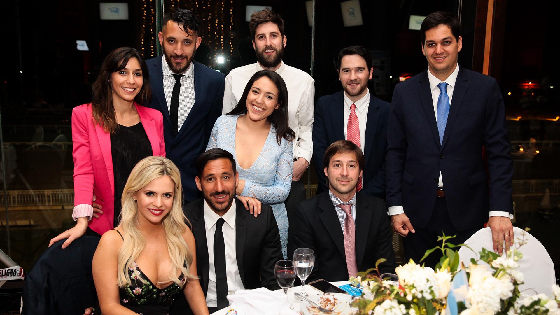 La mesa de Jonás Gutiérrez con su novia, su familia y algunos amigos /// Fotos: Diego Larocca