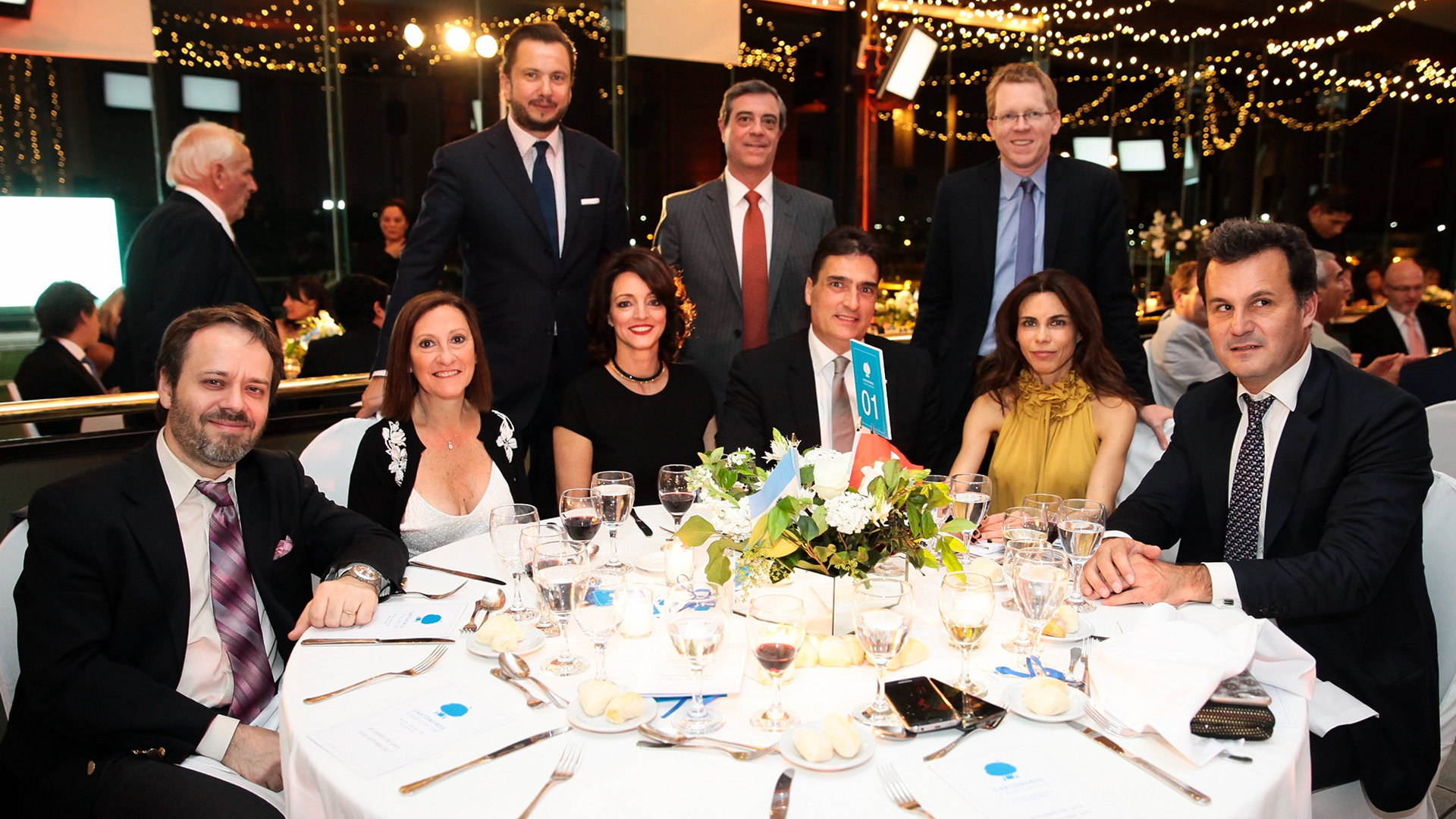 La mesa del embajador de Suiza, Hanspeter Mock, con el presidente del Banco Provincia, Juan Curutchet; el analista y consultor Julio Burdman y el delegado del Gobierno de Salta, Sergio Etchart