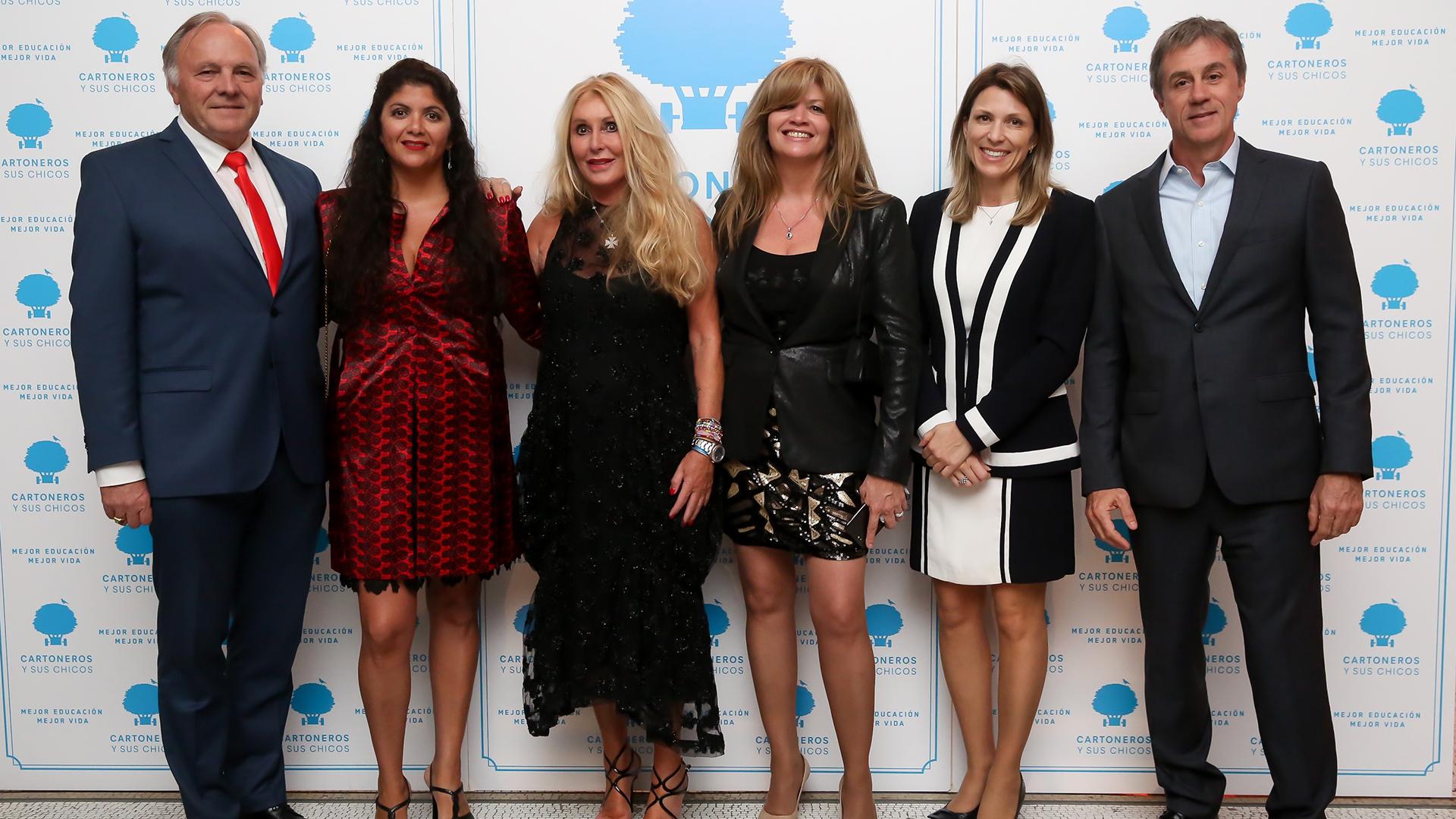 Renata Jacobs con algunos amigos de Argentina, como Walter Steiner, Cecilia Freire, Isela Costantini y Fernando Cinalli
