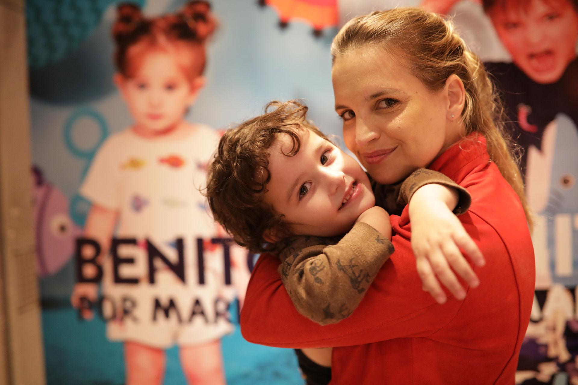Sabrina Garciarena con su hijo León