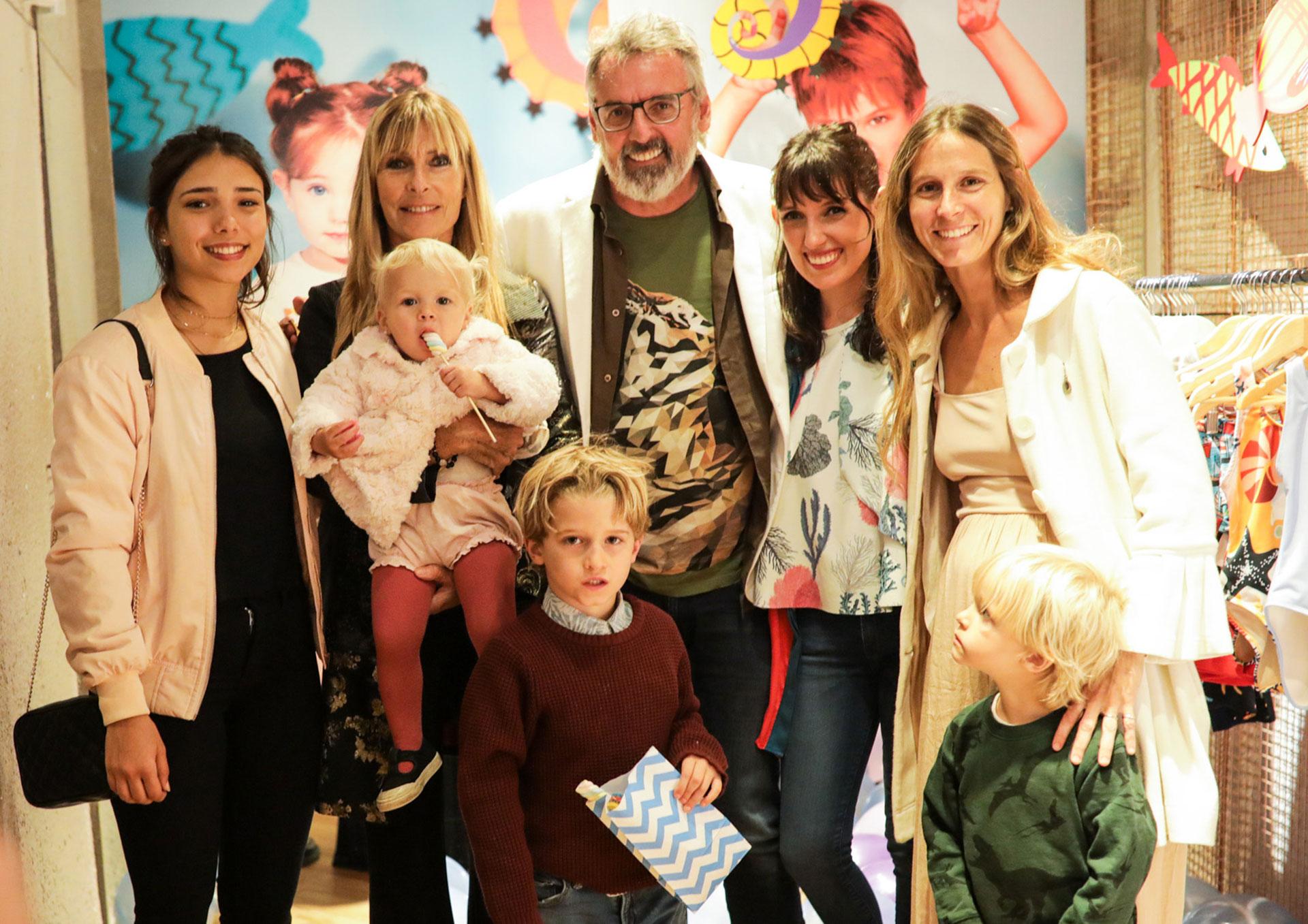 Benito y Marina con Virginia Elizalde y su hija Angie y sus nietos Rufino, Tito y Filippa Podesta.