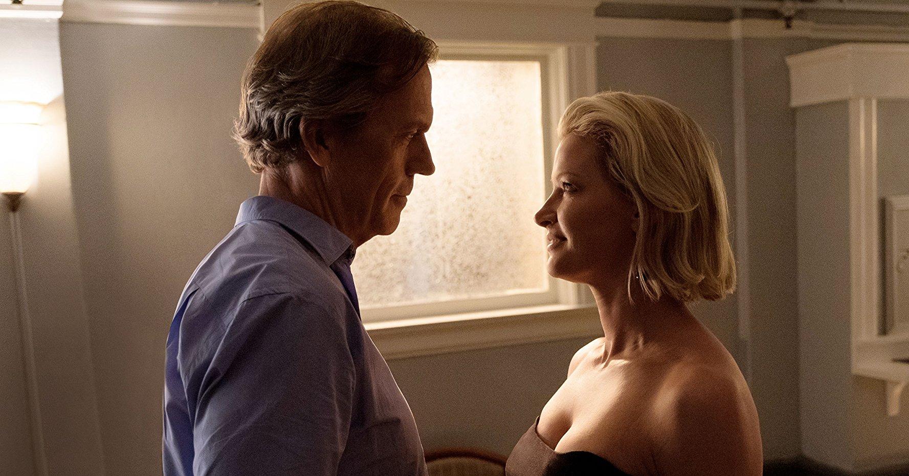 Es la segunda serie que protagoniza Laurie cuyo título es el apellido del protagonista.