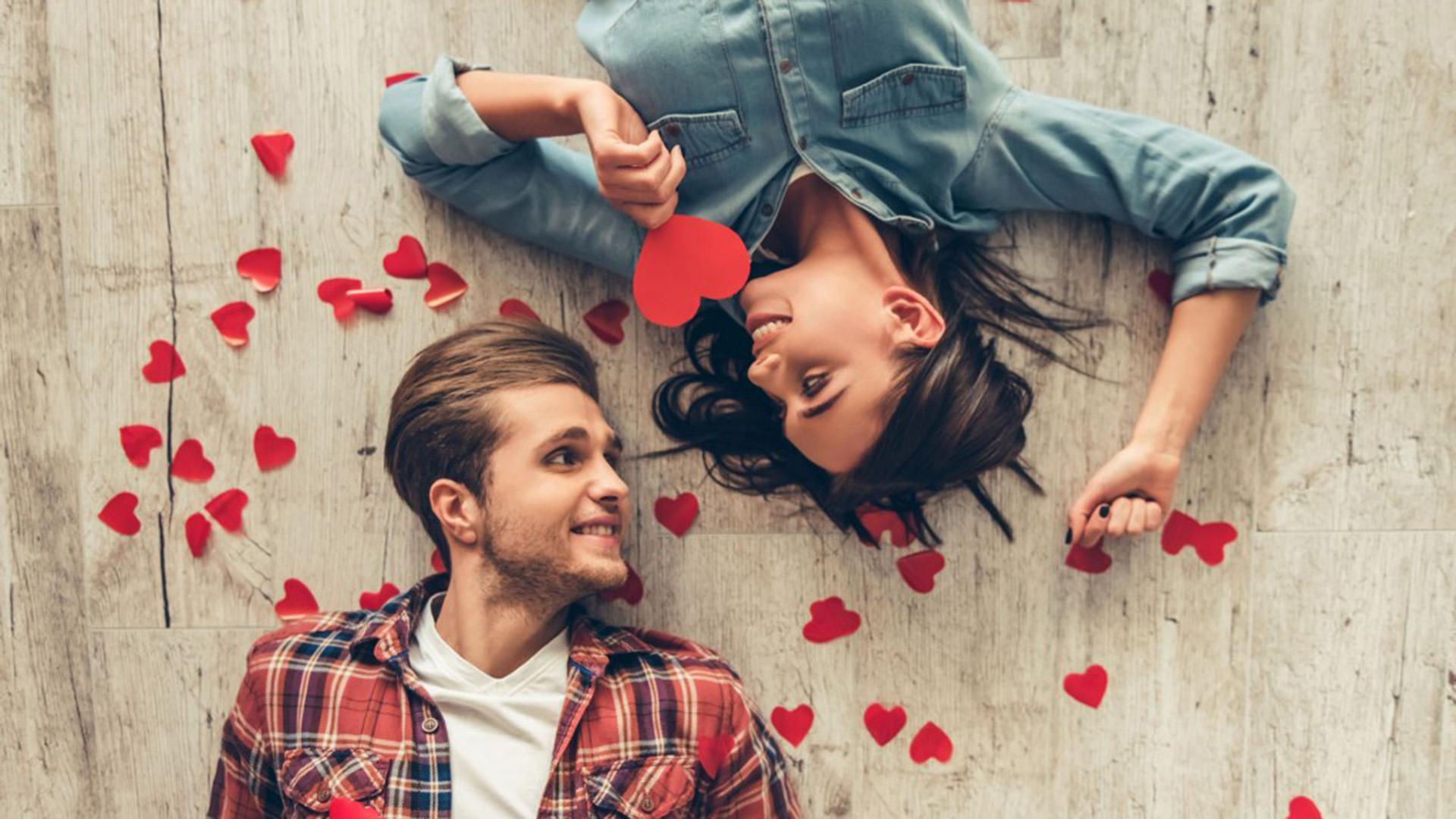 Para este San Valentín, ¿cómo sería ofrecer unas horas valiosas a la verdadera conexión emocional y cercanía física, no solamente expresada por un encuentro sexual intenso? (istock)