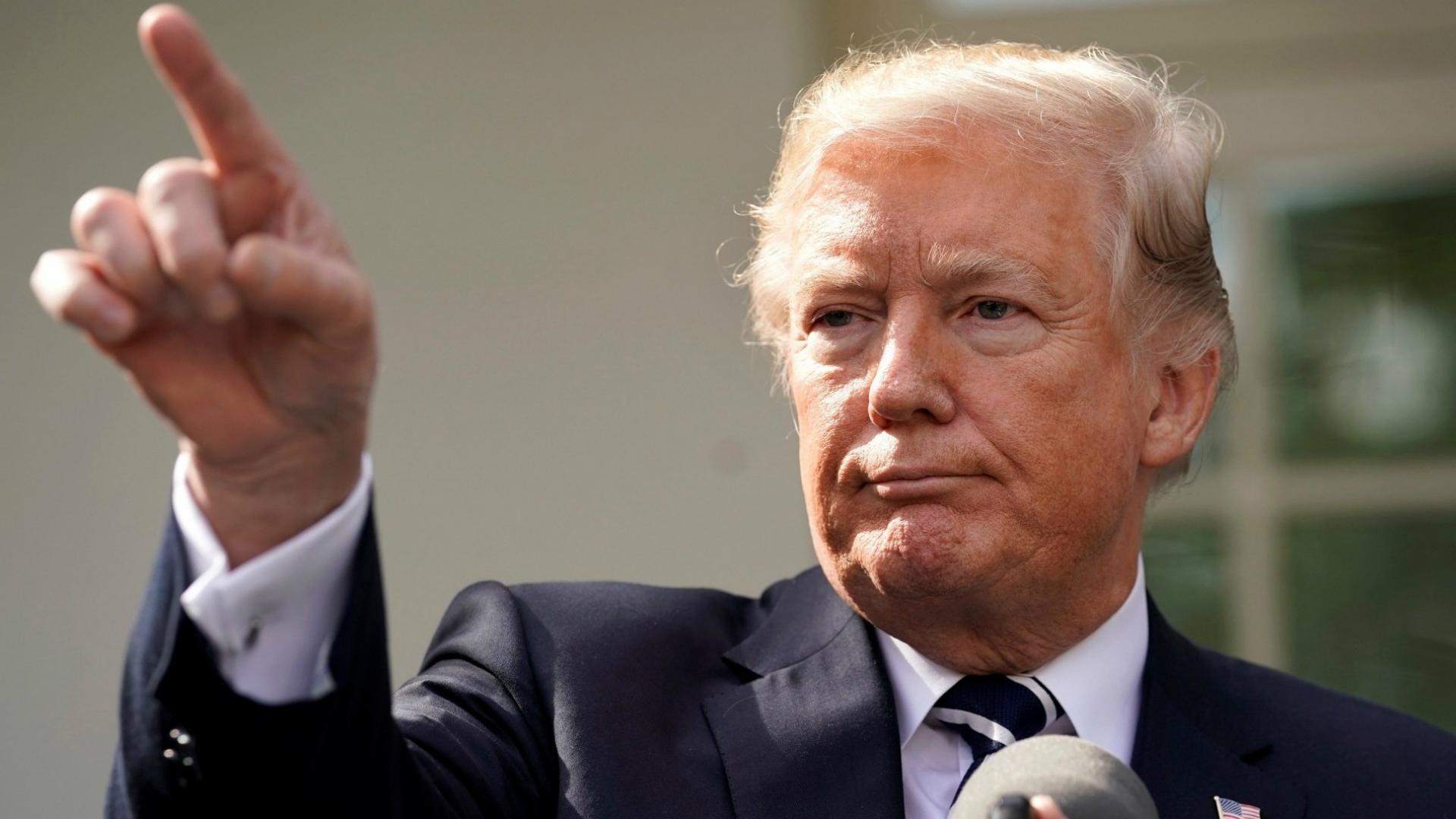 Trump apela a tribunales para establecer su veto migratorio