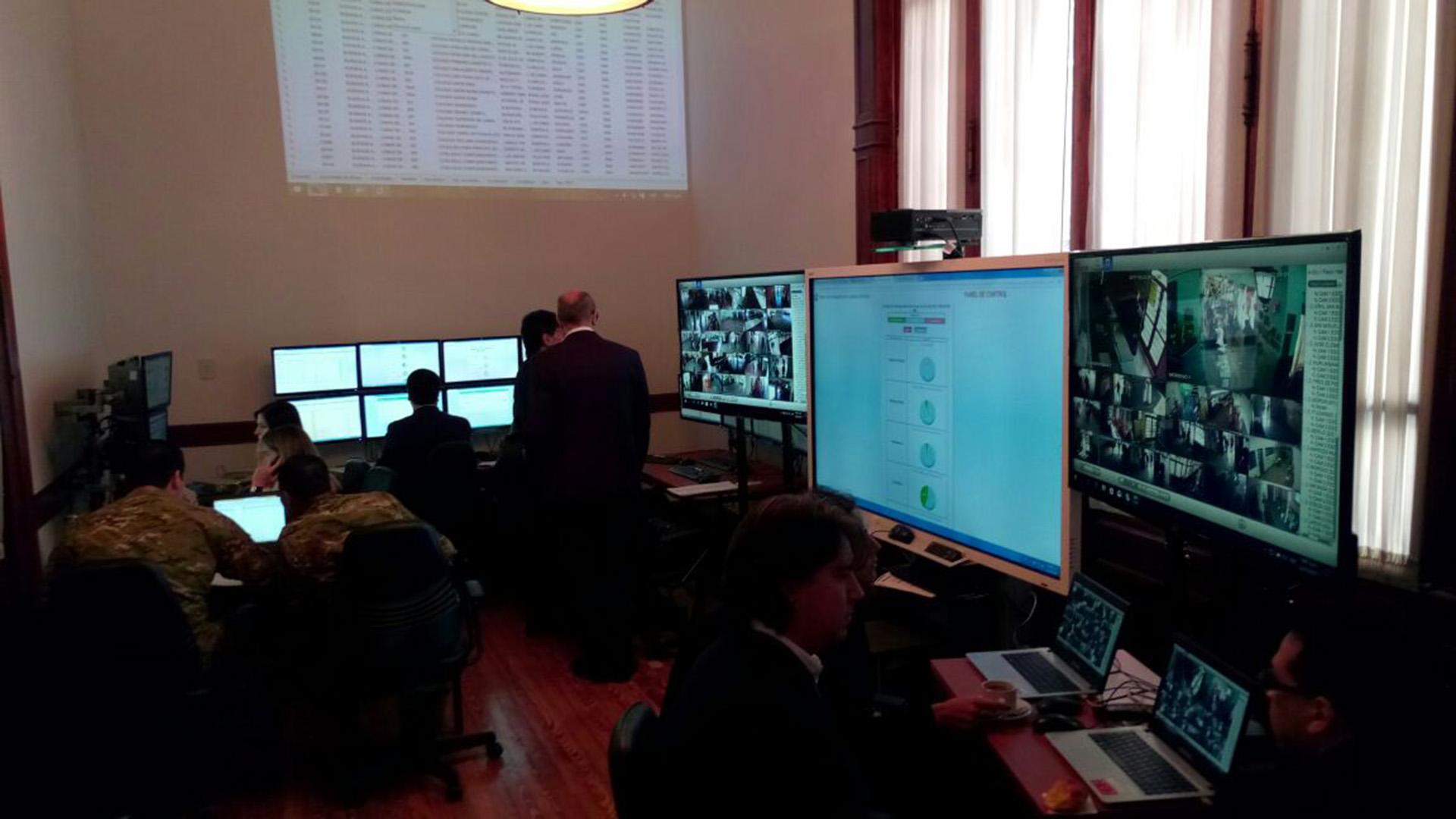 Centro de monitoreo de los comicios