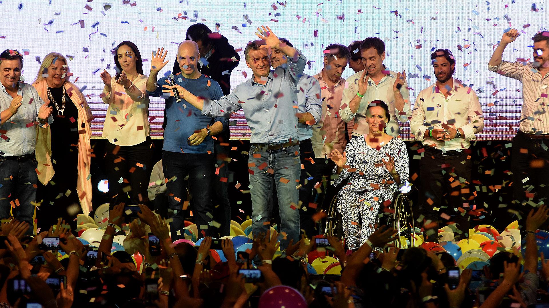 Cambiemos no tuvo problemas en revalidar el respaldo del electorado en las elecciones legislativas que se realizaron el 22 de octubre. Mejoraron la perfomance en todos los distritos del país y, sobre todo, le ganaron a Cristina Kirchner en la provincia de Buenos Aires.