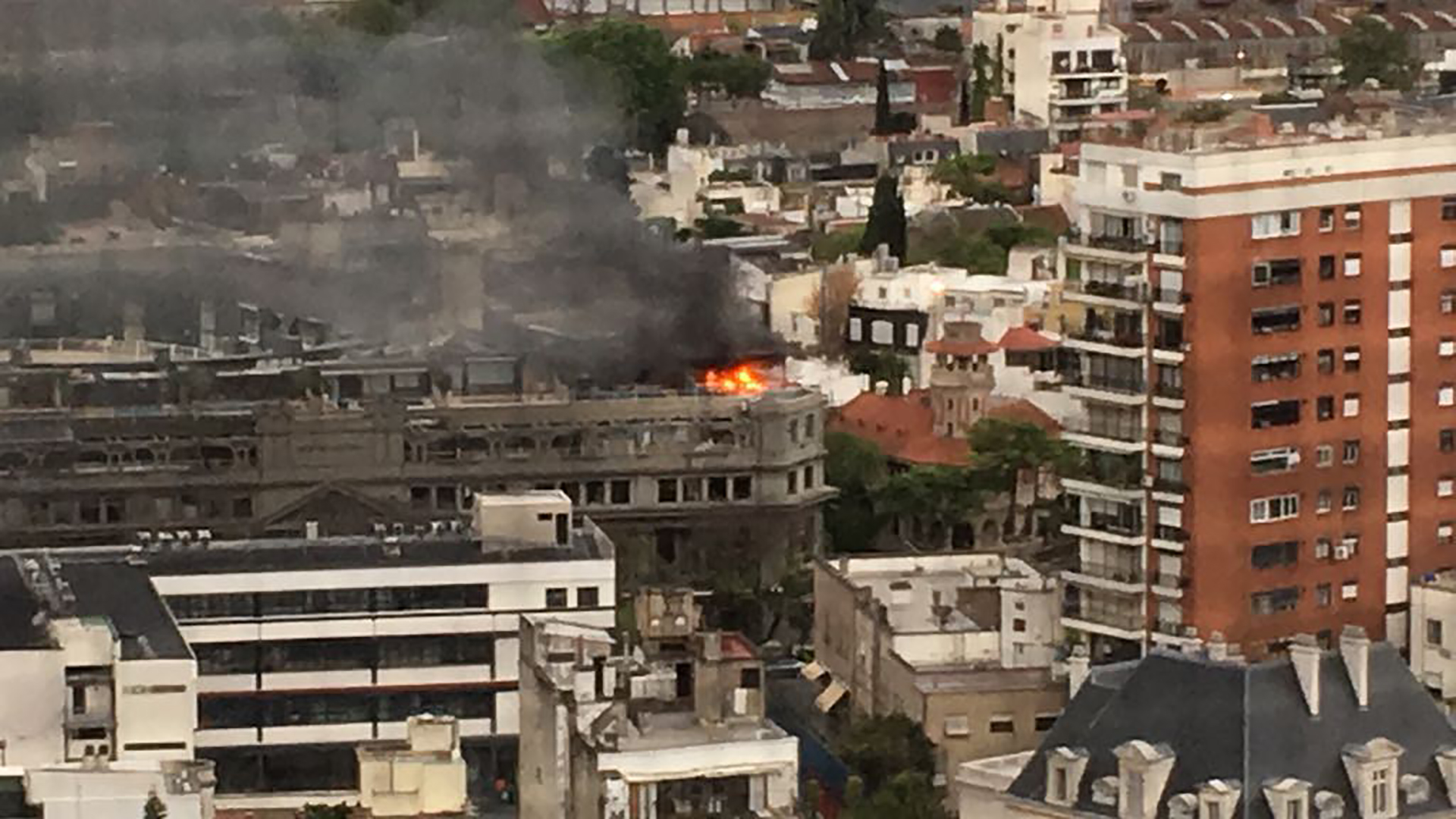 Se incendia la casa de gerardo sofovich en la terraza del for La terraza de la casa del soldado
