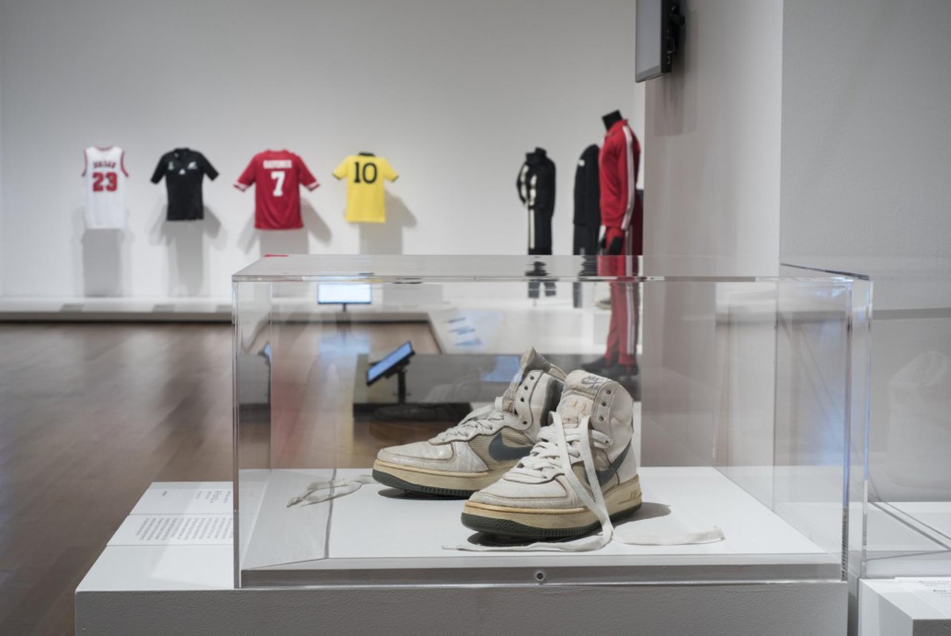 Museo Moma.La Moda Llego Al Nivel Del Arte Los 111 Iconos Que Eligio El Moma