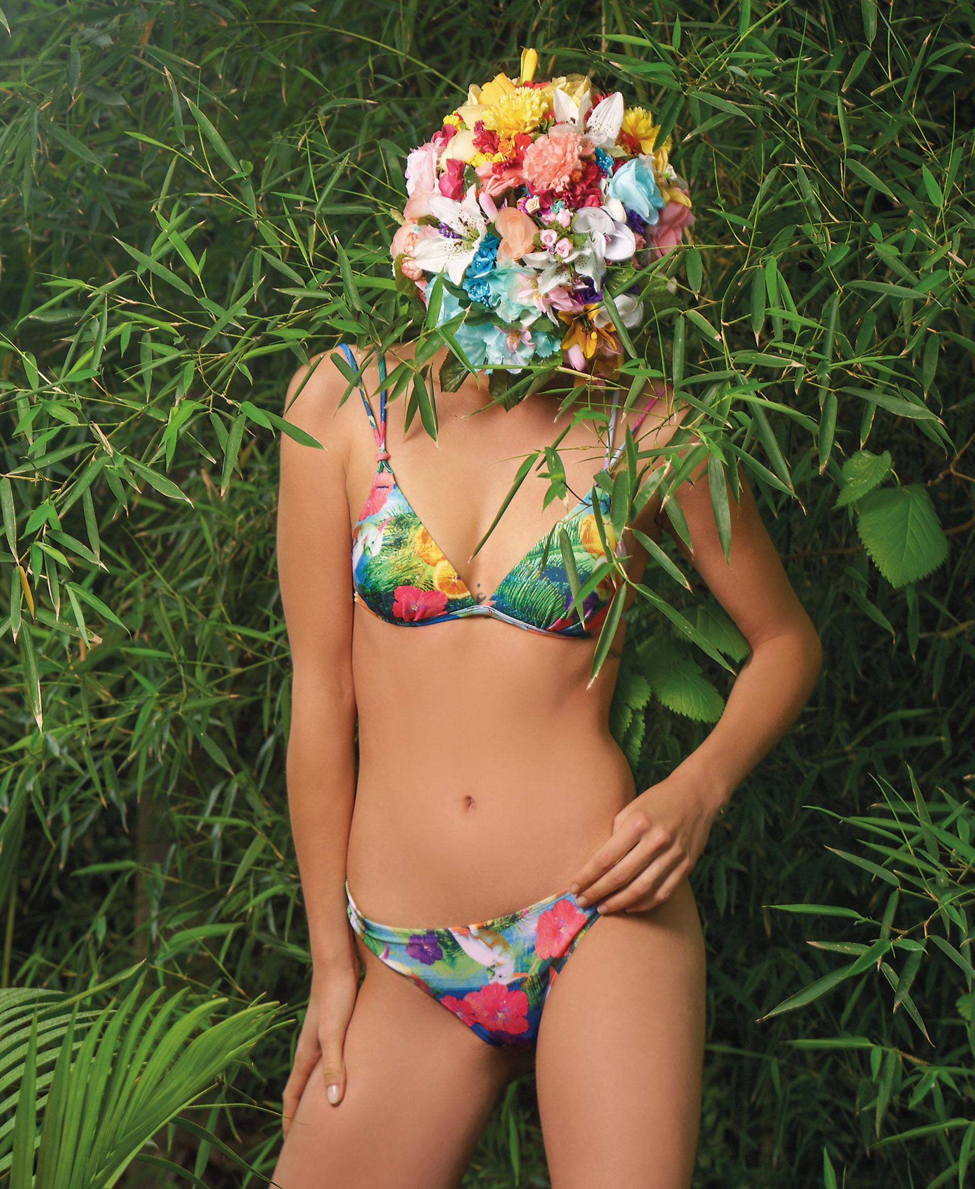 Bikini con corpiño armado y vedetina con estampa de flores ($ 1.099 y$ 578, Luz de Mar).Fotos Juan Jauregui/ Para Ti