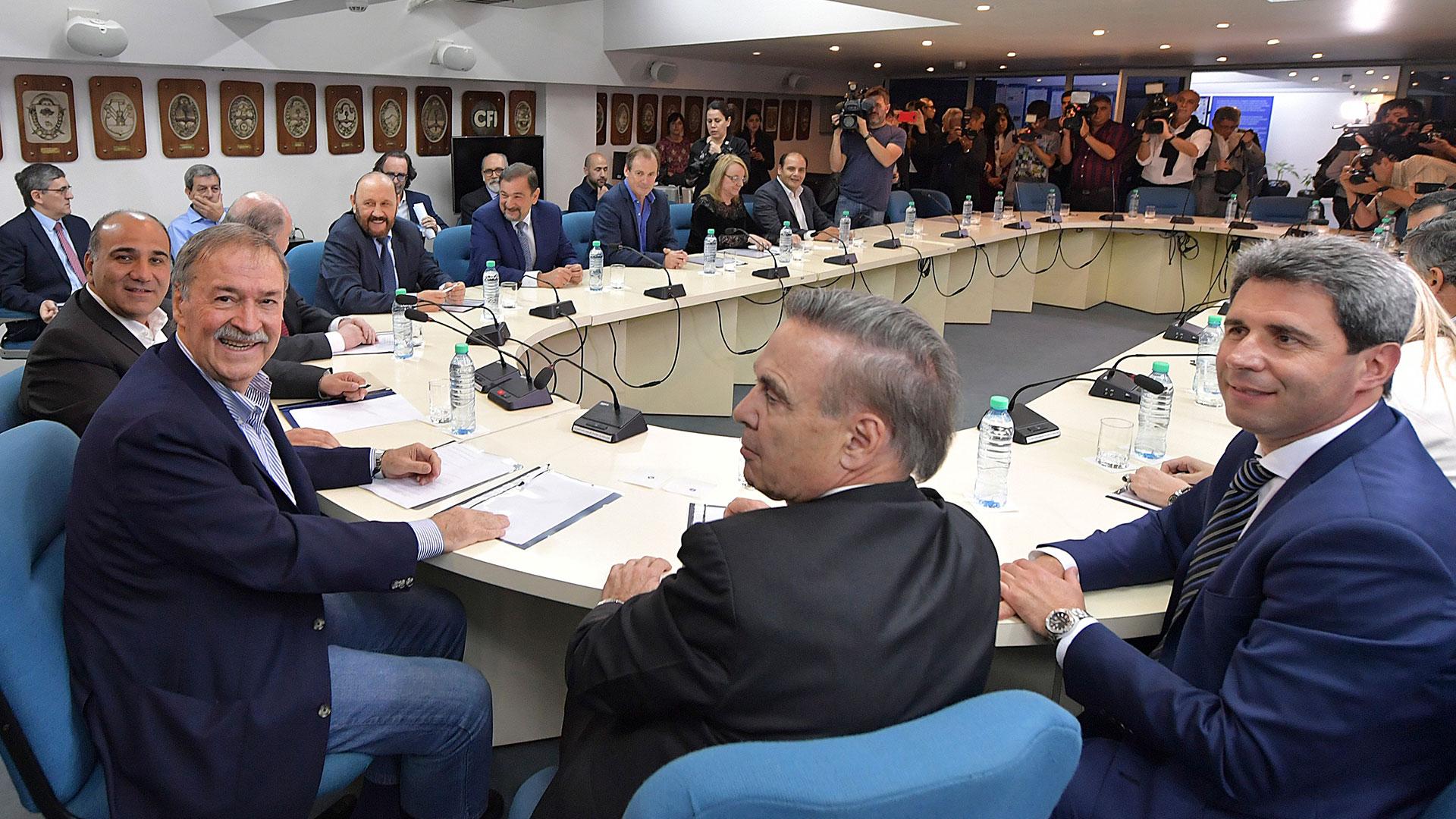 Gobernadores peronistas reunidos en el Consejo Federal de Inversiones.