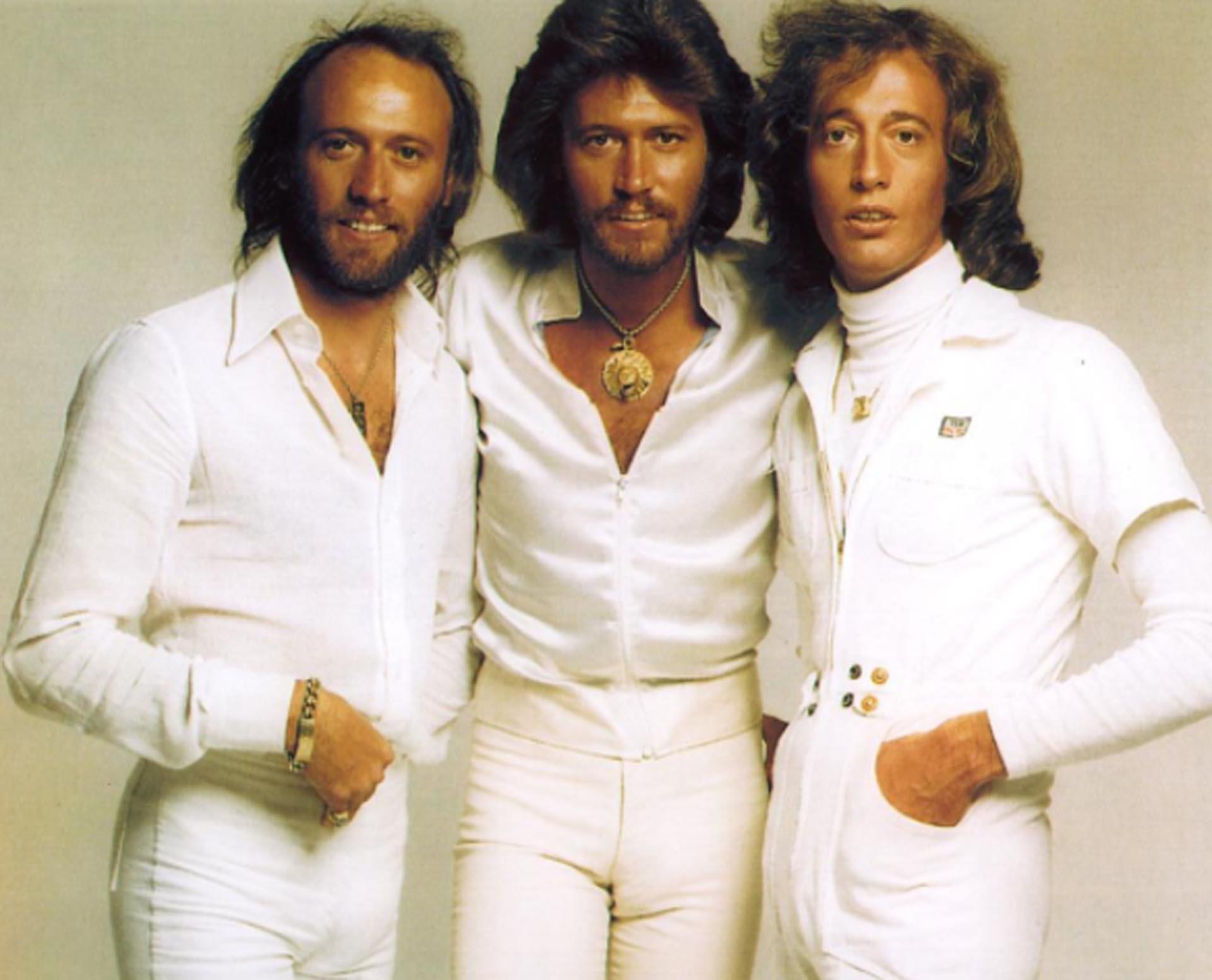 Los hermanos Gibb nacieron en la Isla de Man, una dependencia británica en el Mar del Irlanda