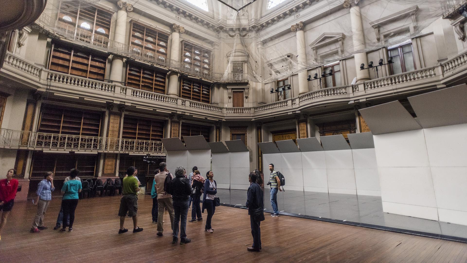 Fue concebido originalmente para alojar la Lotería de Beneficencia y cedido durante su construcción a la Biblioteca Nacional