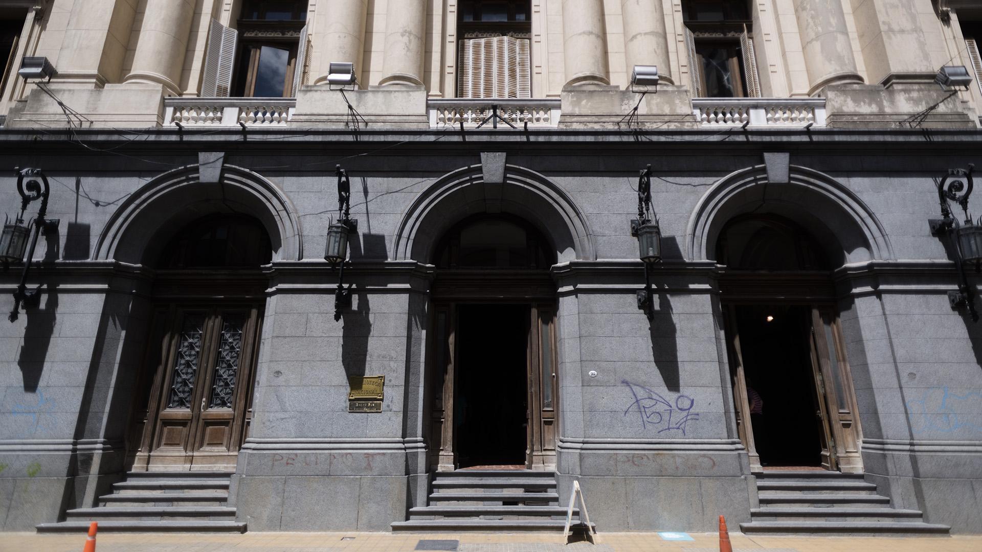 El Instituto Superior Octubre fue realizado por los Arquitectos Gabriel Lanosa y Josu Gonzalez Ruiz