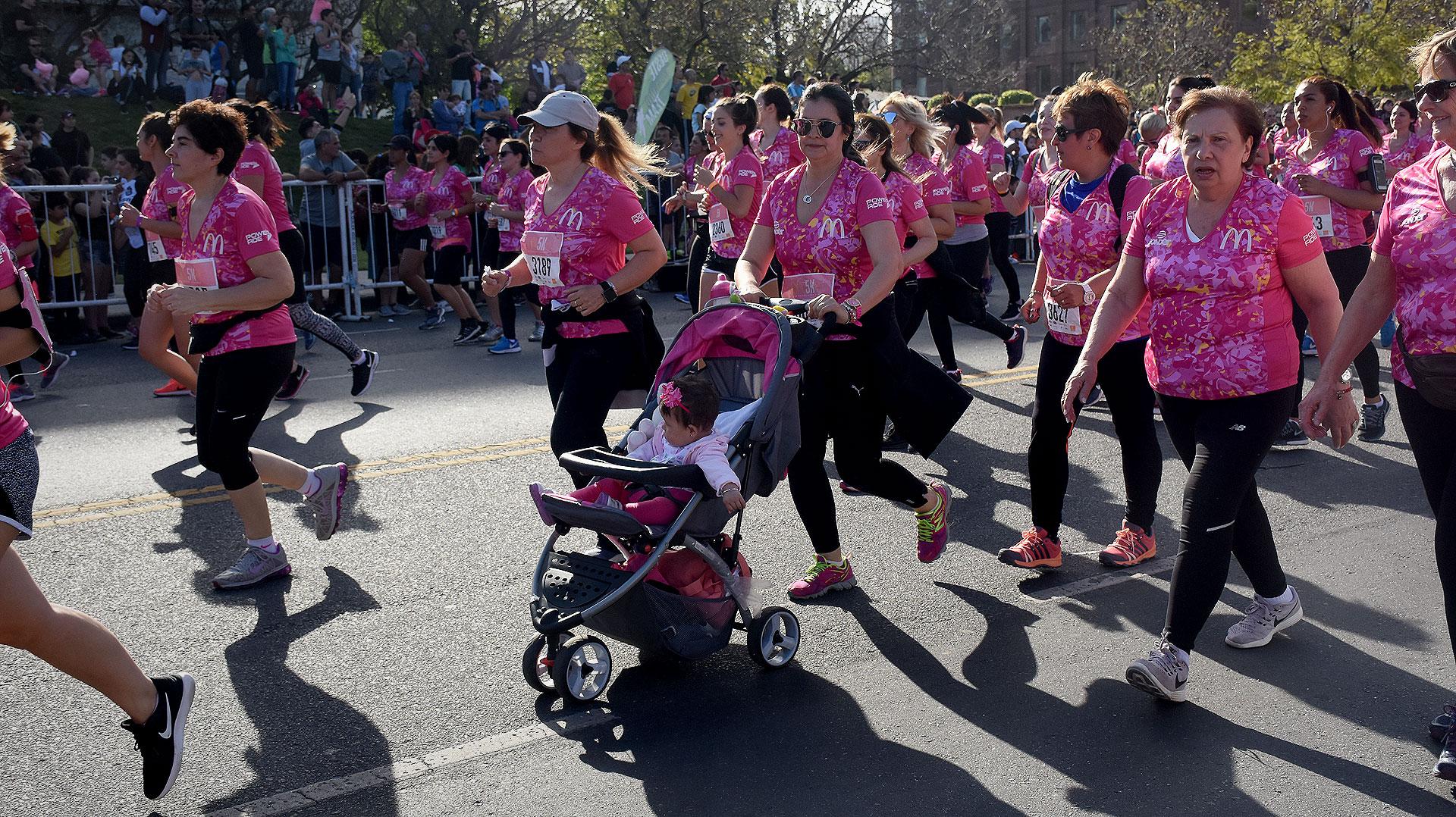 Hasta bebes pudieron participar de la carrera